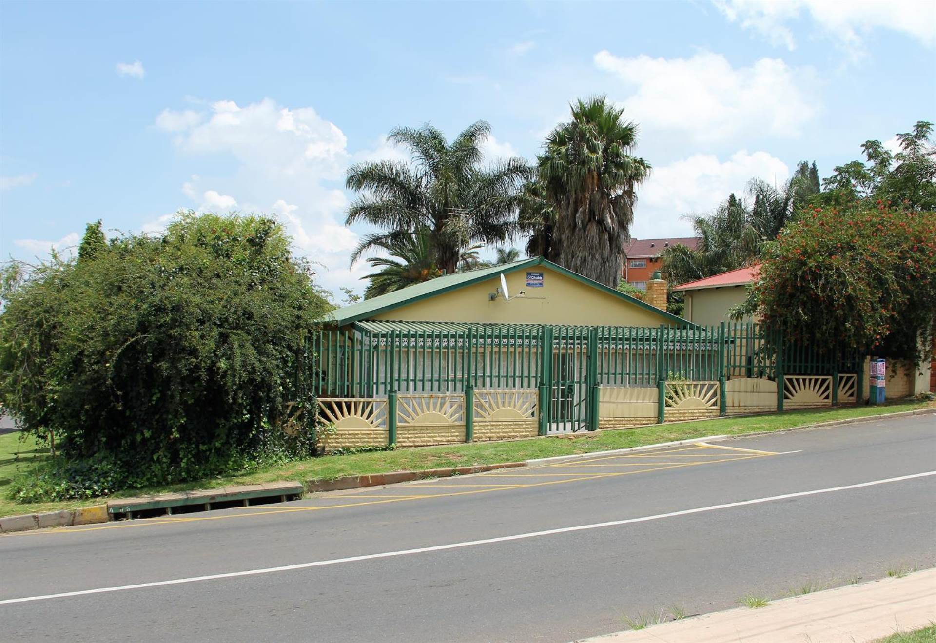 2 BedroomHouse To Rent In Monument