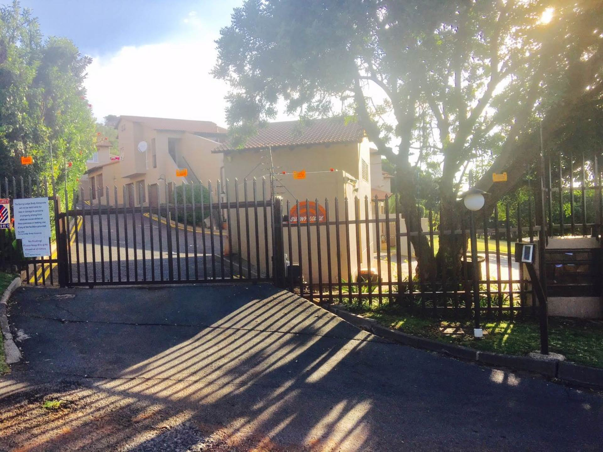 3 BedroomTownhouse For Sale In Sunnyrock