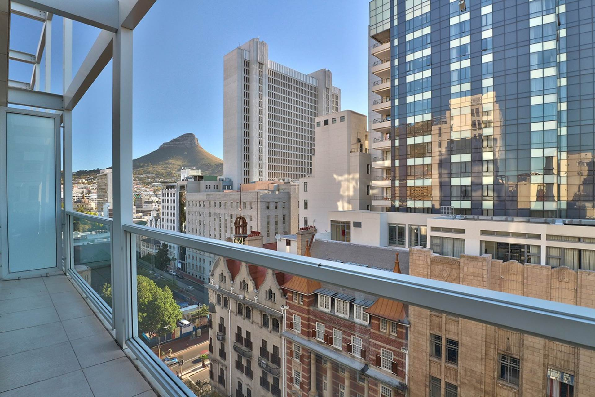 Cape Town property for sale. Ref No: 13579167. Picture no 2