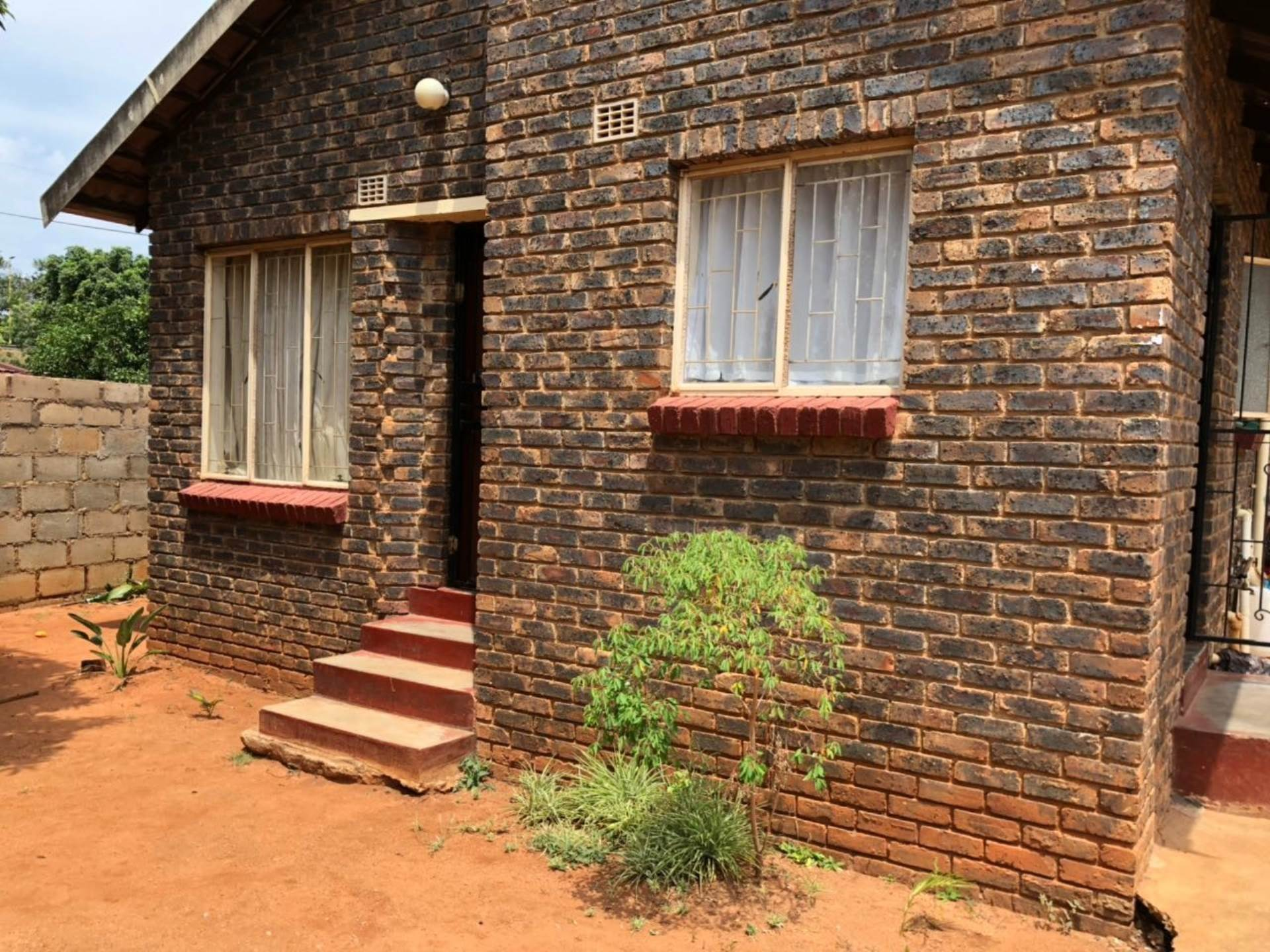 2 BedroomHouse For Sale In Barberton