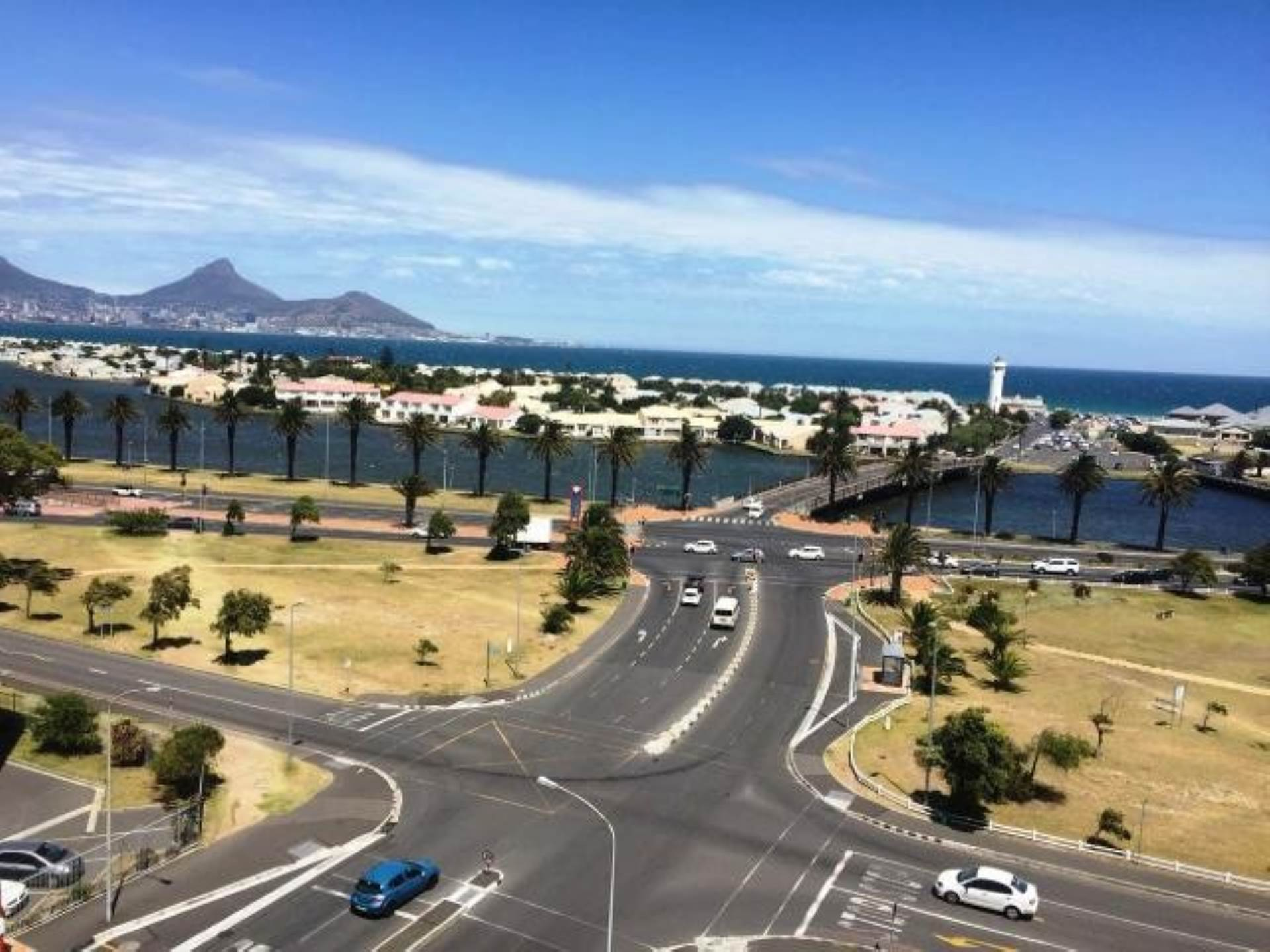 Property and Houses for sale in Milnerton, Apartment, 2 Bedrooms - ZAR 1,880,000