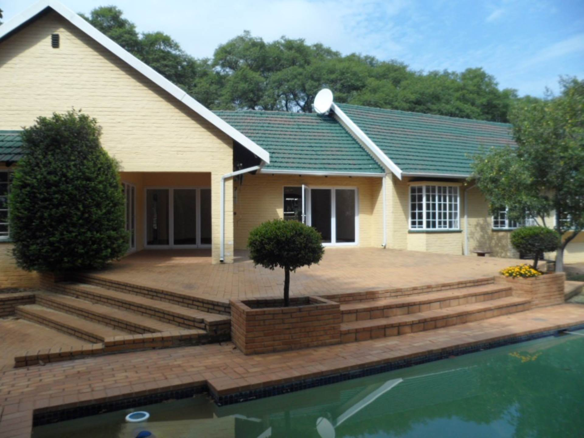 5 BedroomHouse For Sale In Bryanston