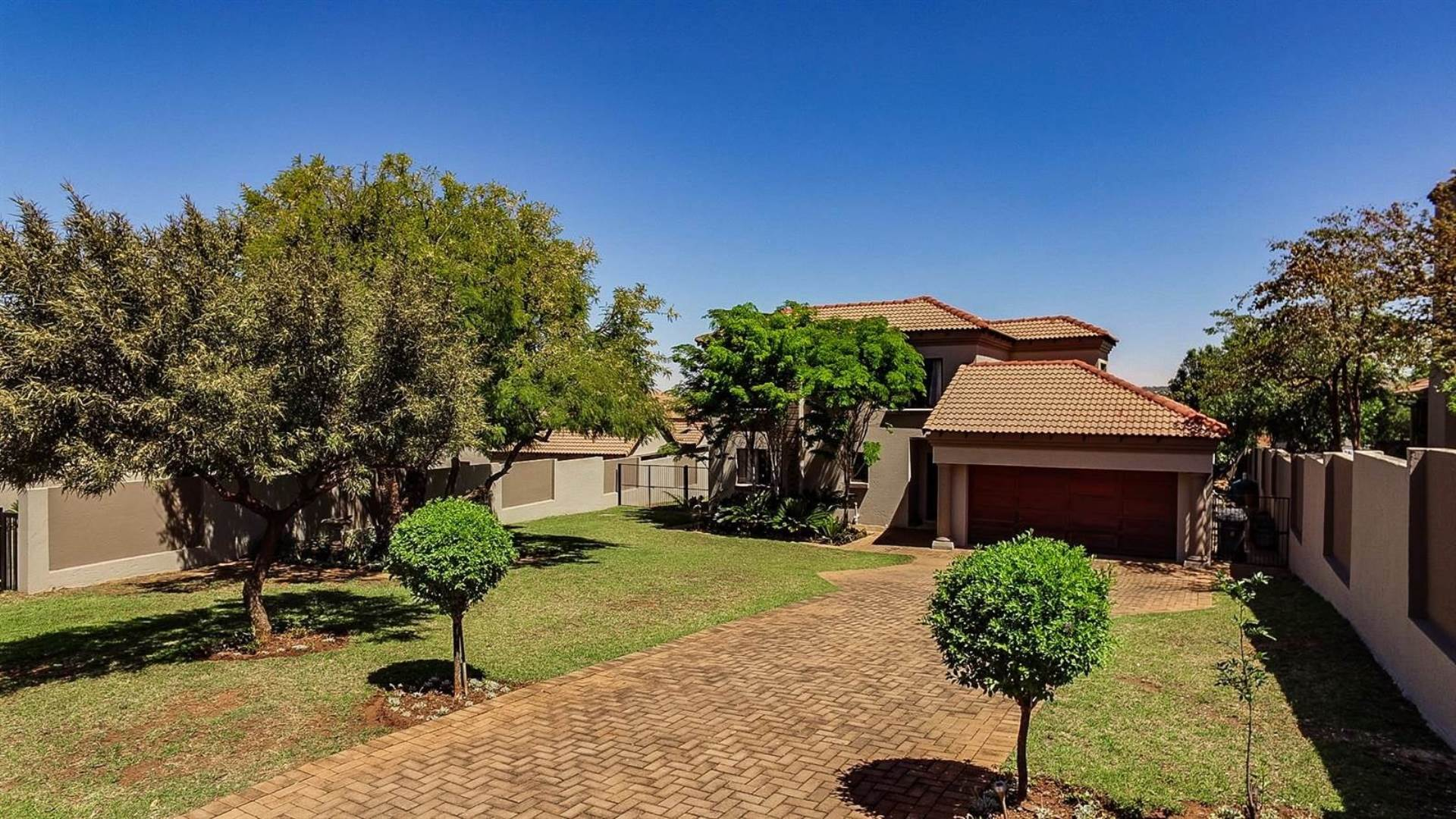 Property and Houses for sale in Centurion Central, House, 4 Bedrooms - ZAR 2,795,000
