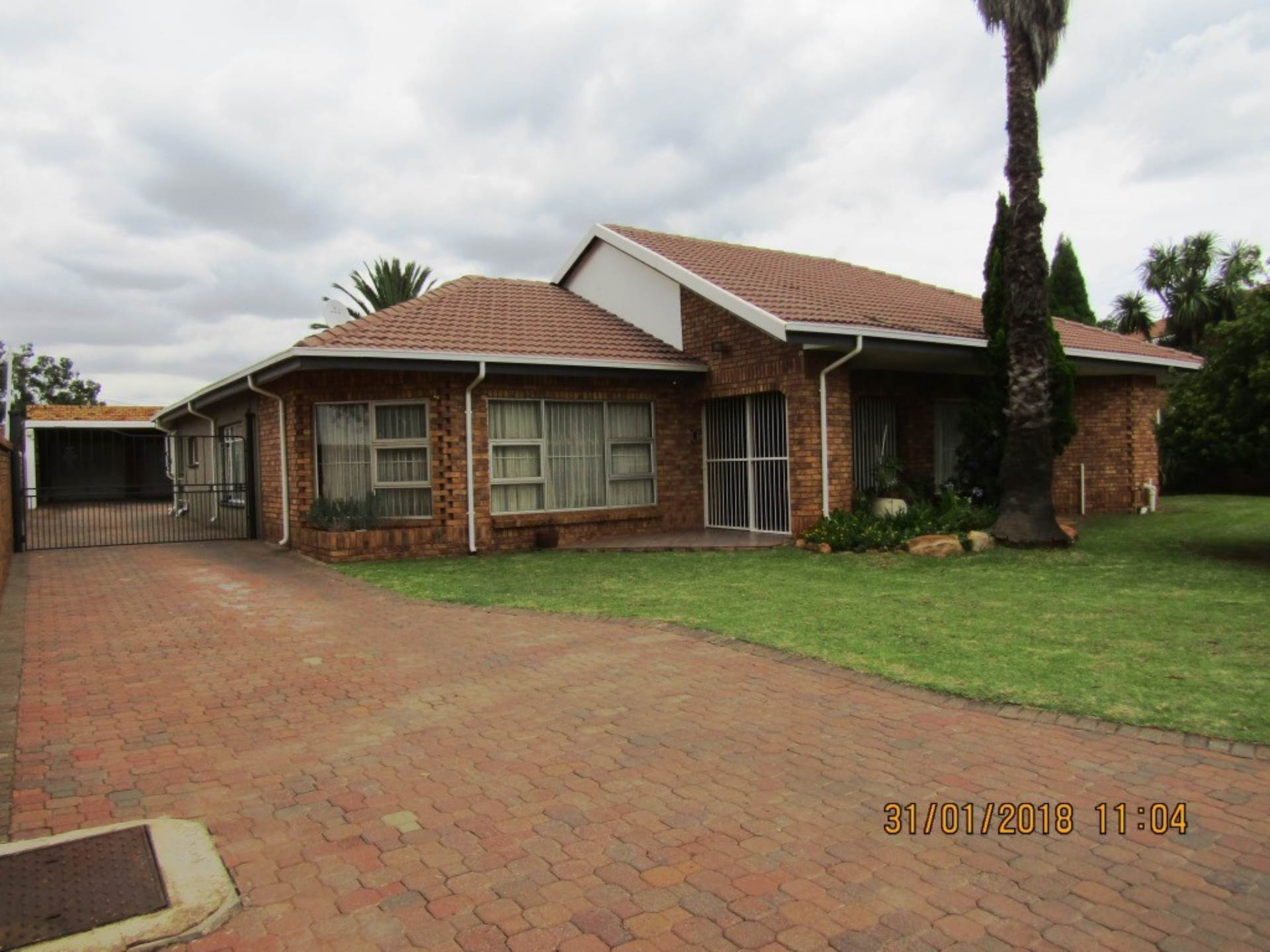 4 BedroomHouse For Sale In Daggafontein