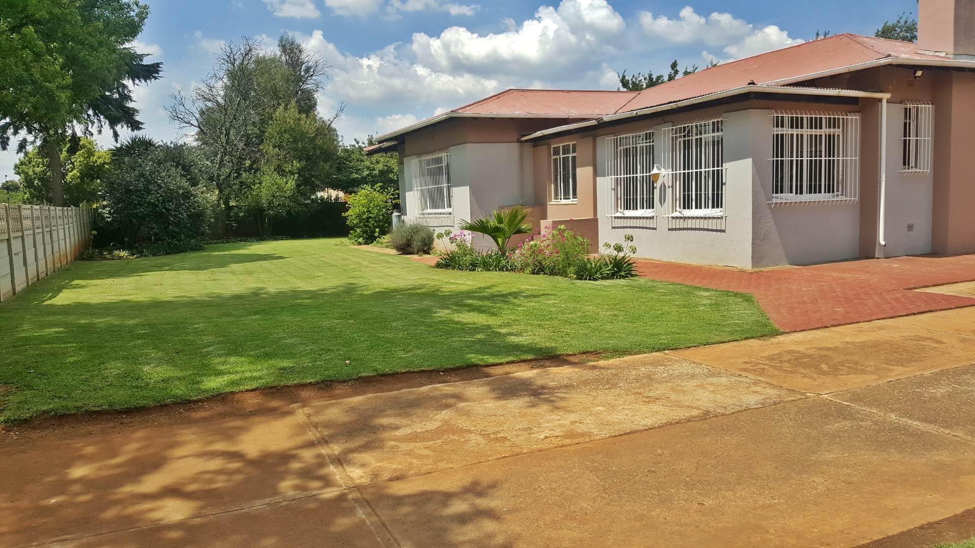 4 BedroomHouse For Sale In Dersley
