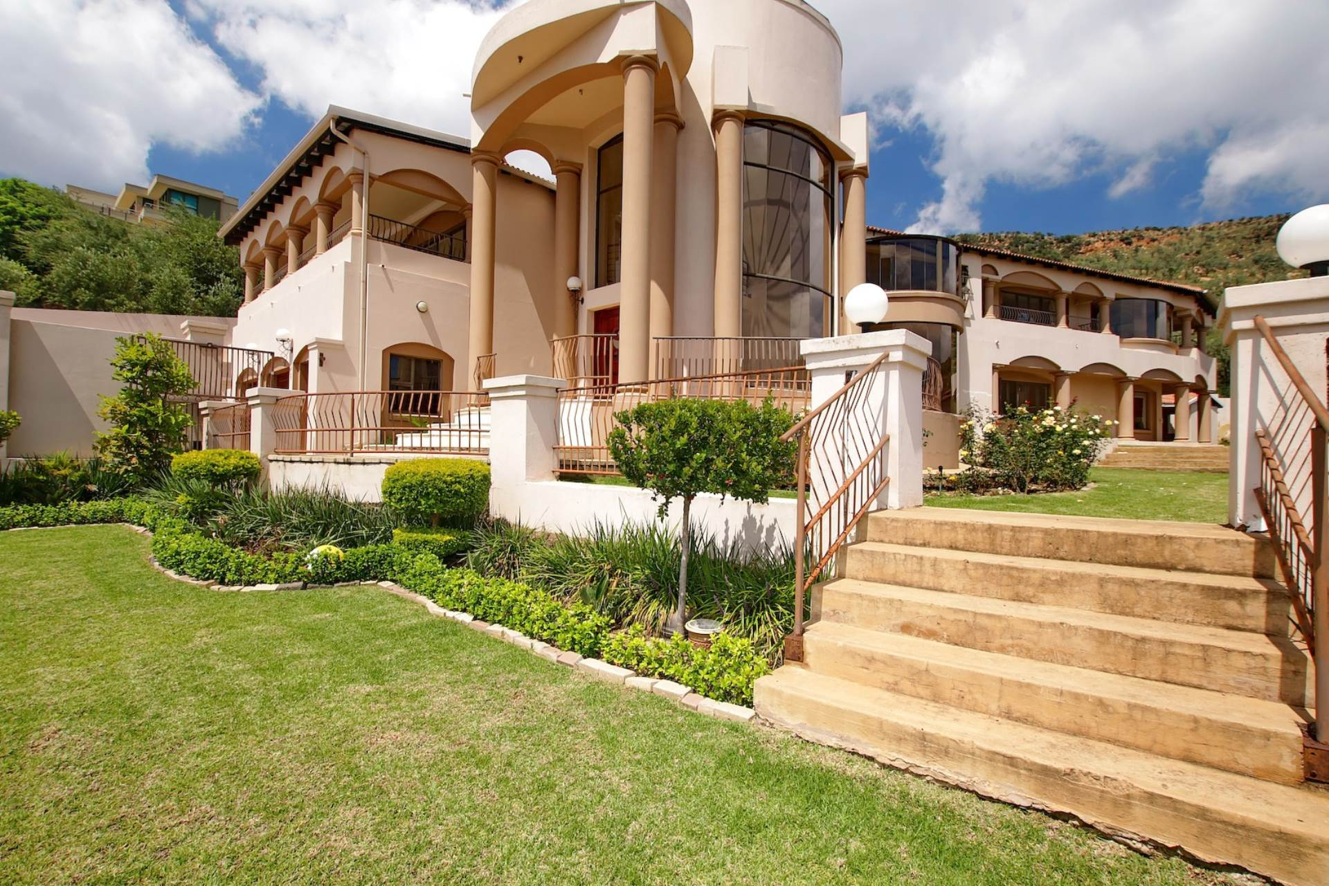 5 BedroomCluster To Rent In Featherbrooke Estate