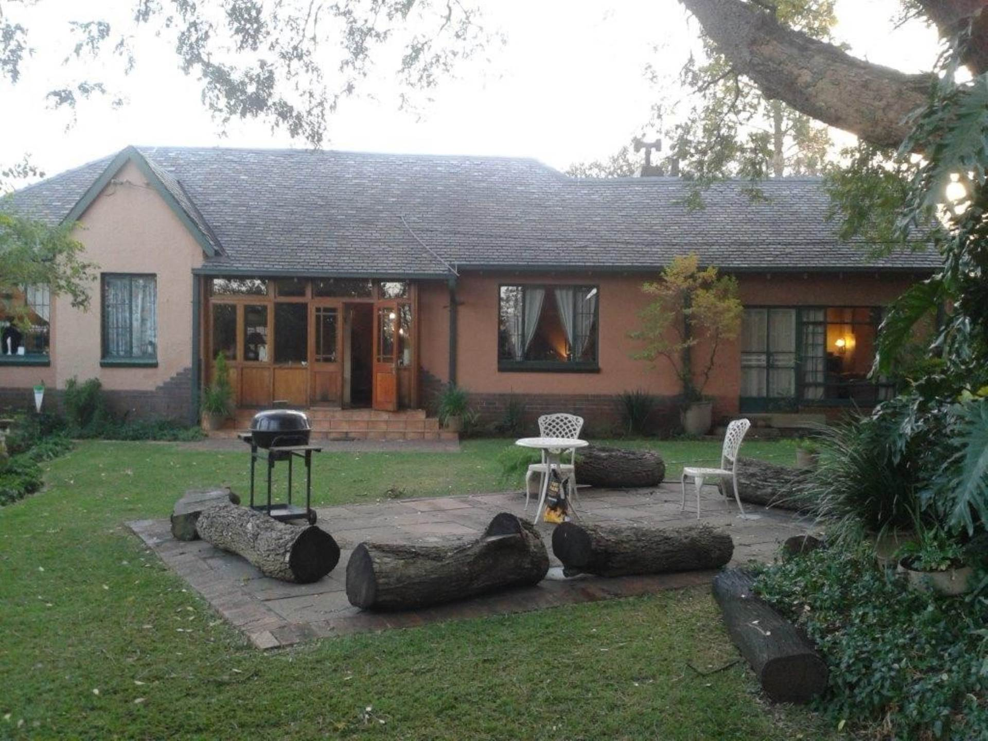 Property and Houses for sale in Centurion Central, House, 4 Bedrooms - ZAR 3,780,000