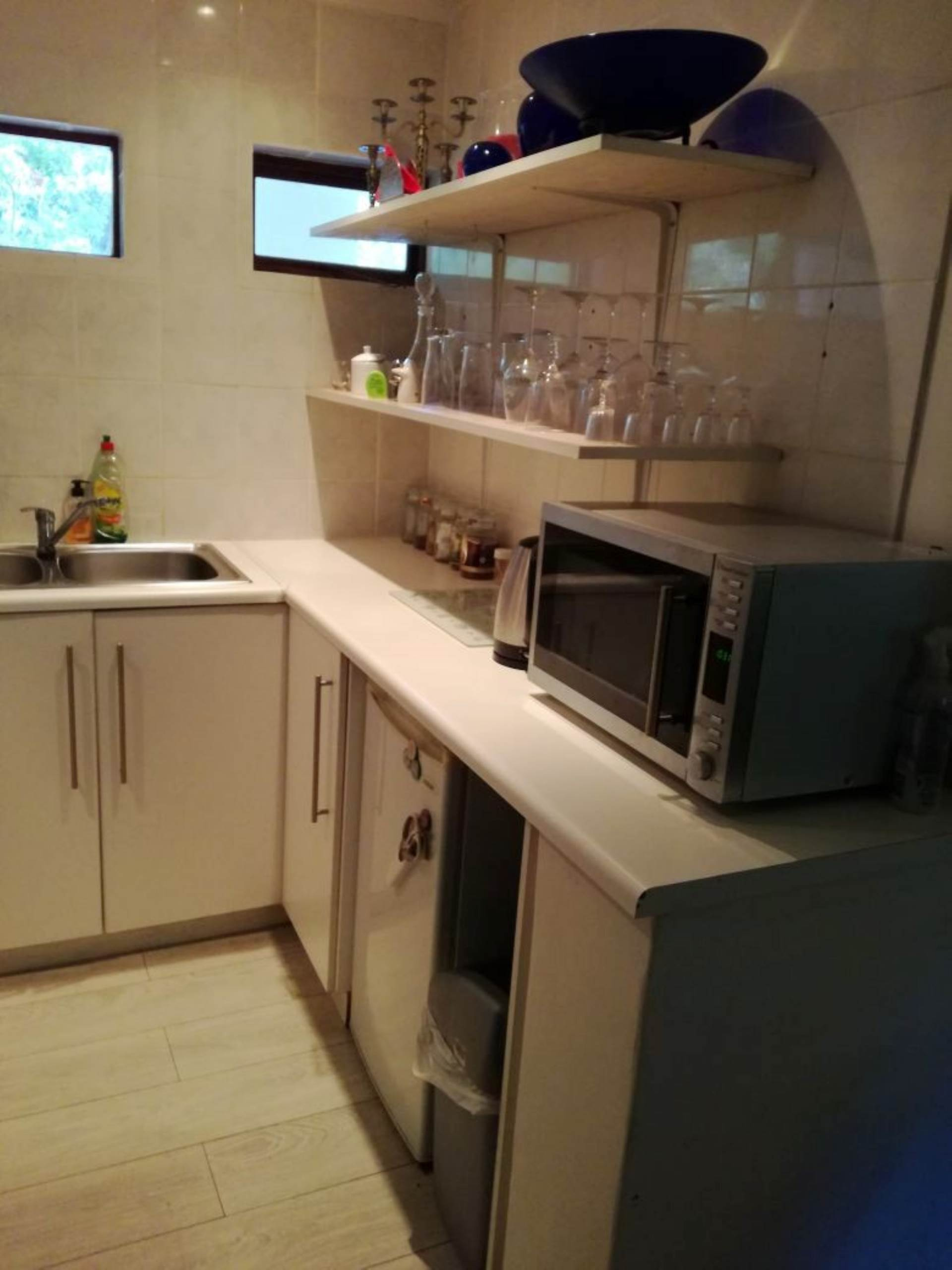 1 BedroomHouse To Rent In Constantia