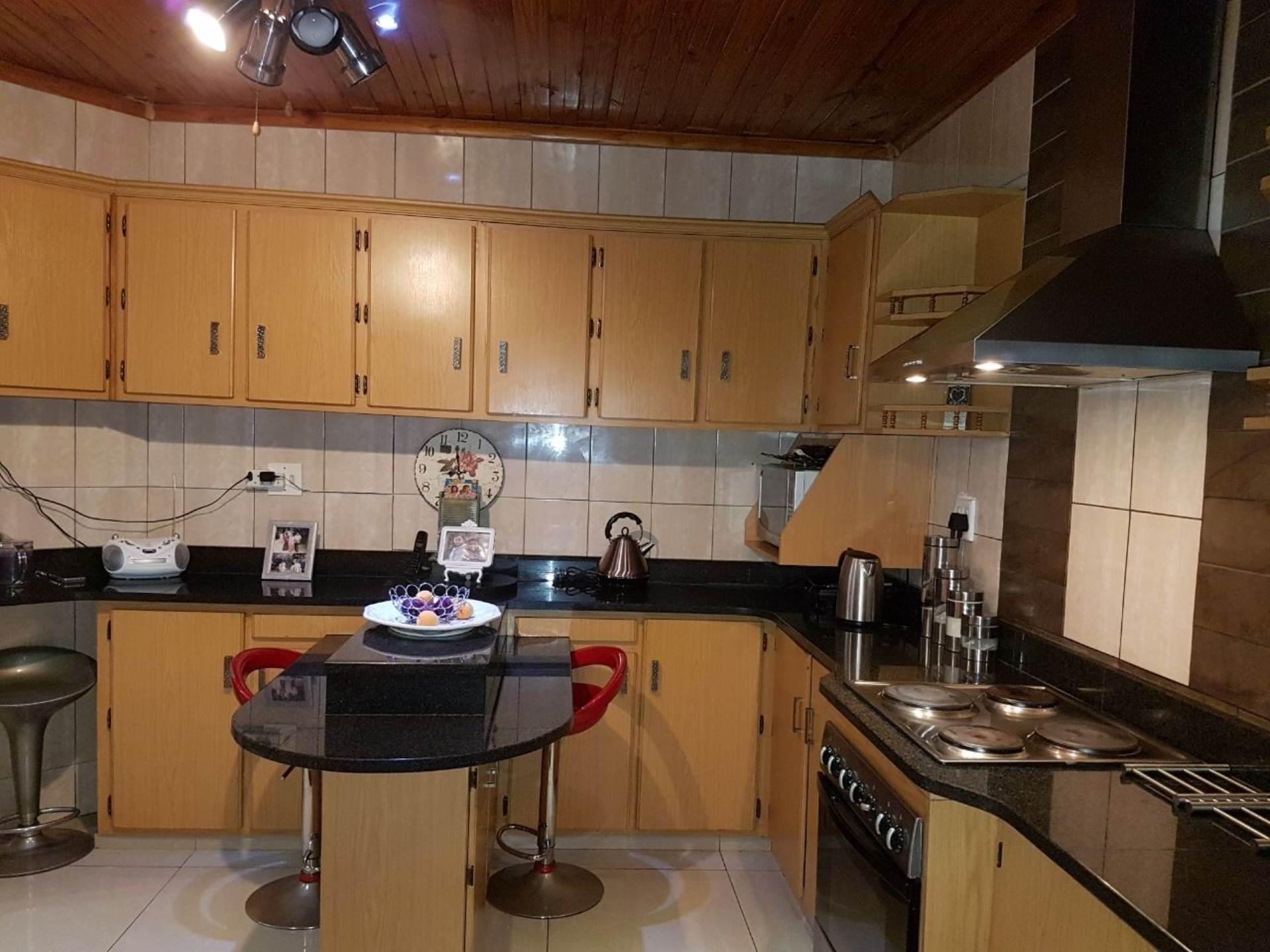 3 BedroomHouse For Sale In Brackenham