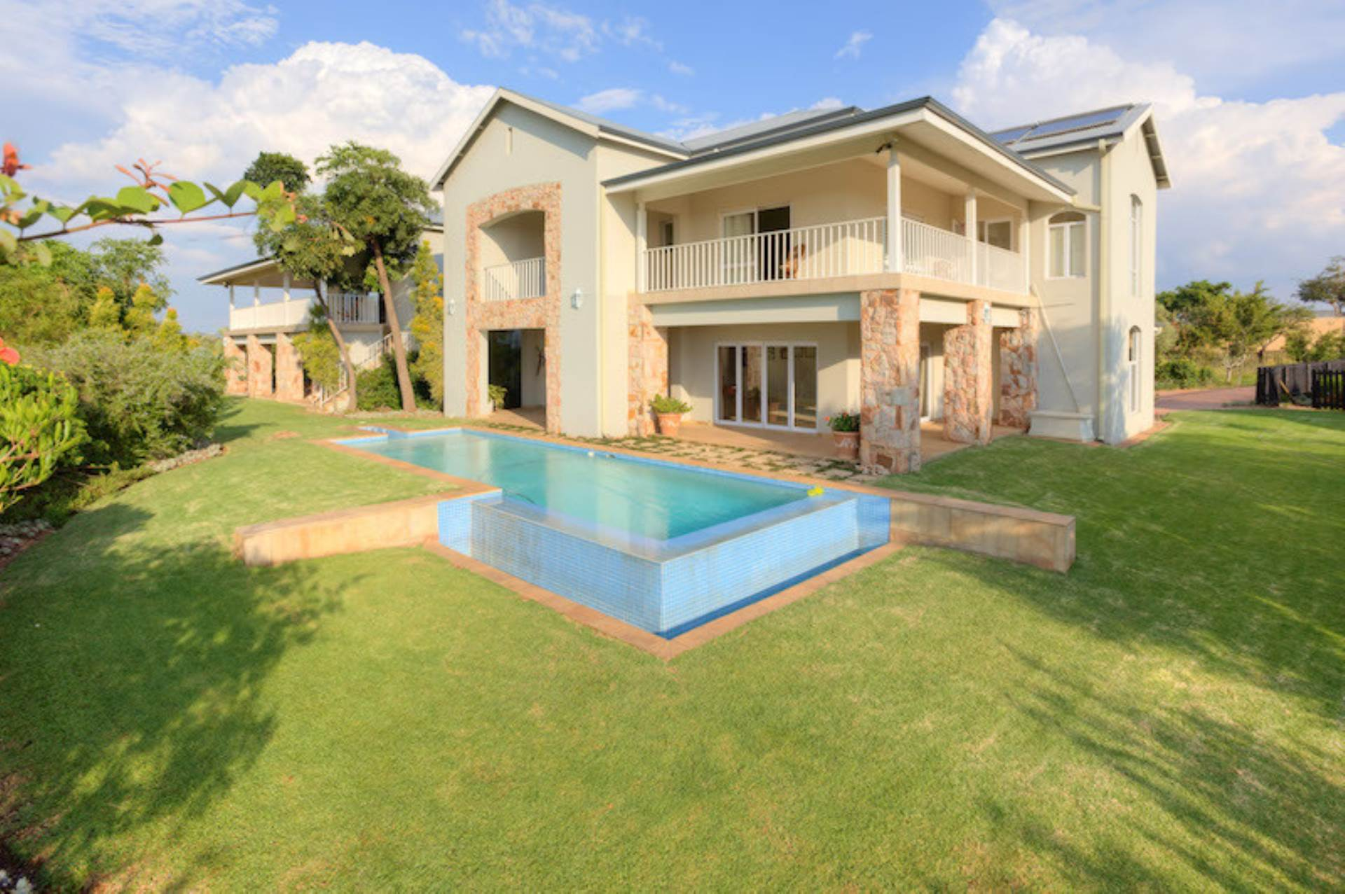 4 BedroomCluster To Rent In Waterfall Equestrian Estate