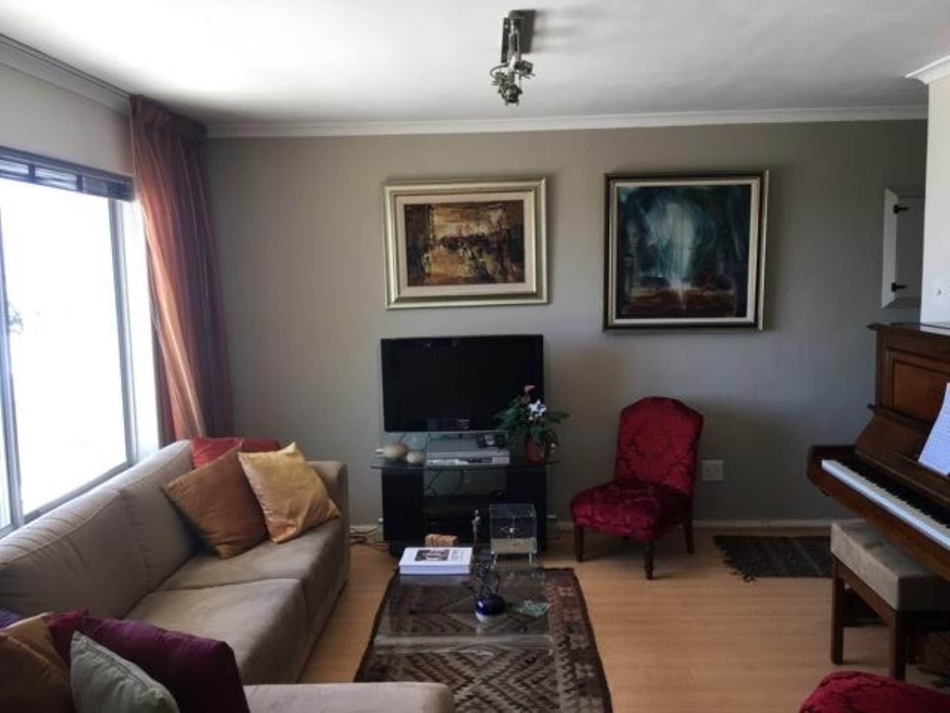 Green Point property for sale. Ref No: 13554469. Picture no 1