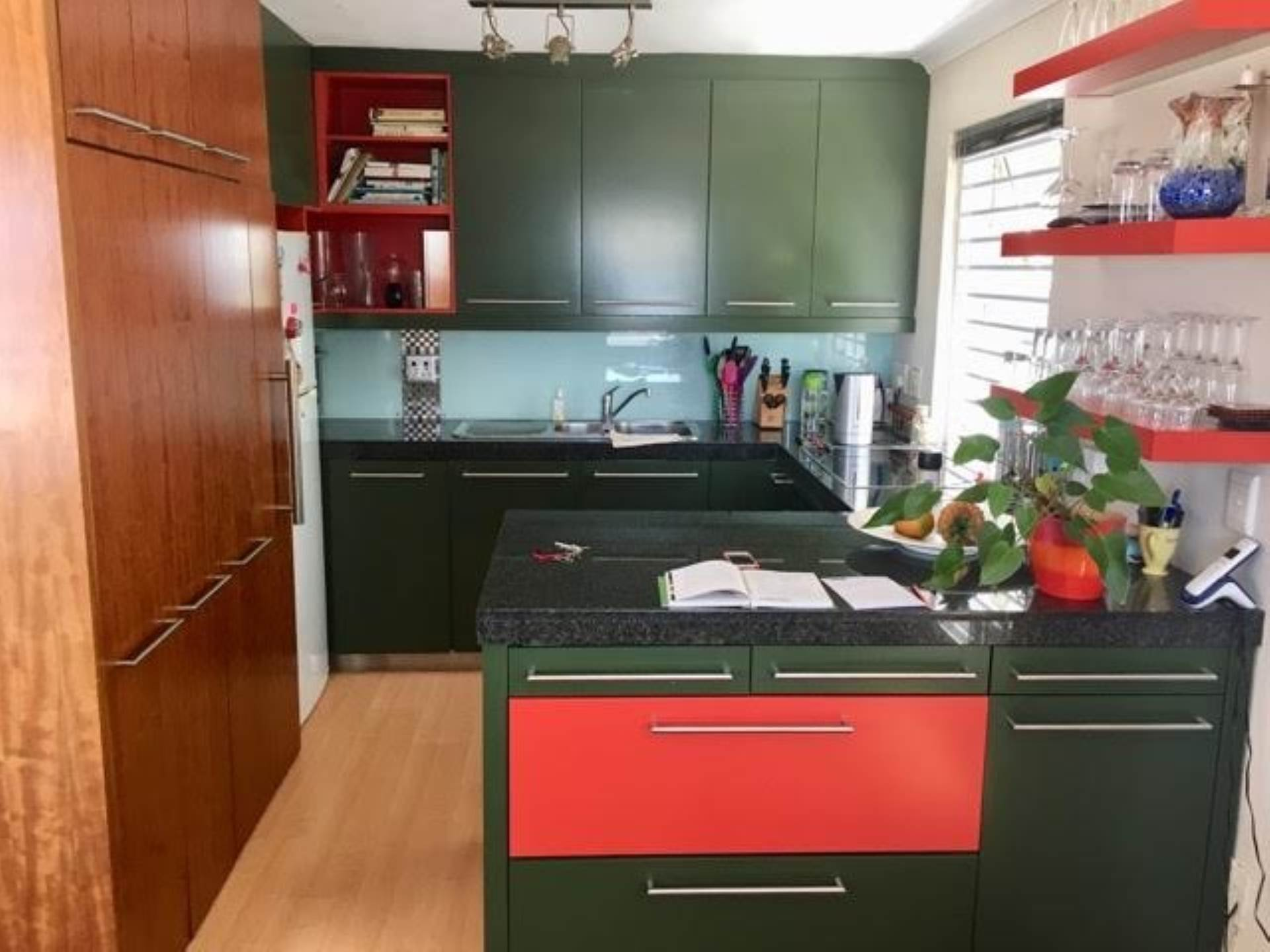 Green Point property for sale. Ref No: 13554469. Picture no 3