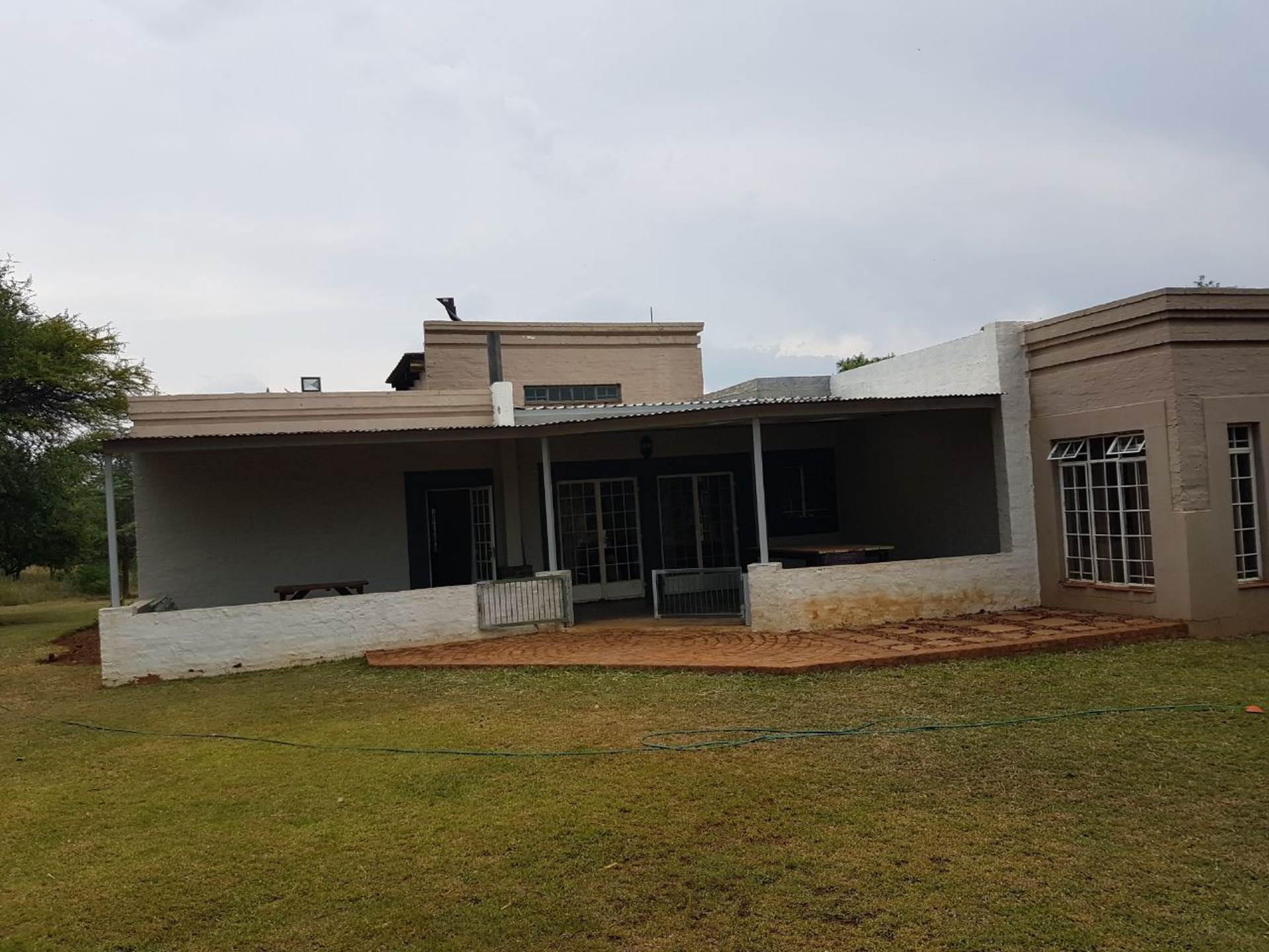 4 BedroomSmall Holding To Rent In Hartbeespoort