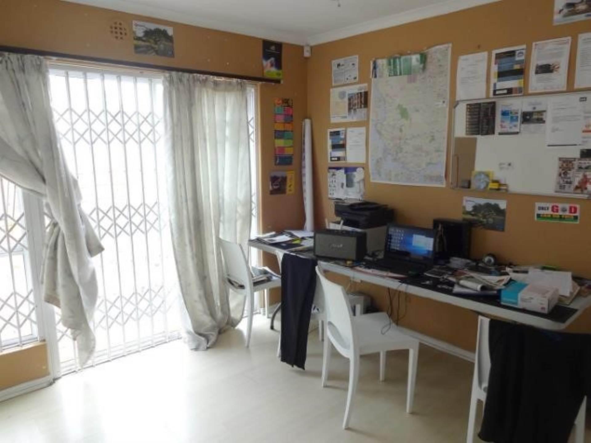 Parklands property for sale. Ref No: 13586068. Picture no 3