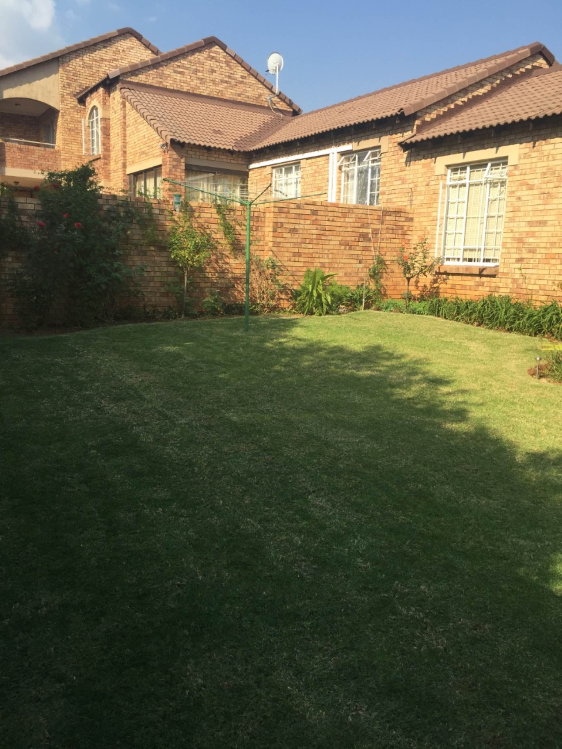 Property and Houses for sale in Mooikloof, Townhouse, 3 Bedrooms - ZAR 1,170,000