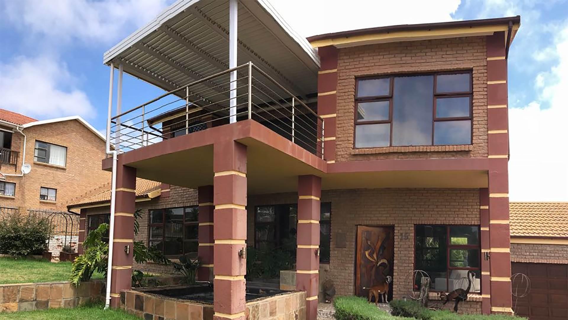 4 BedroomHouse For Sale In Hartenbos Heuwels