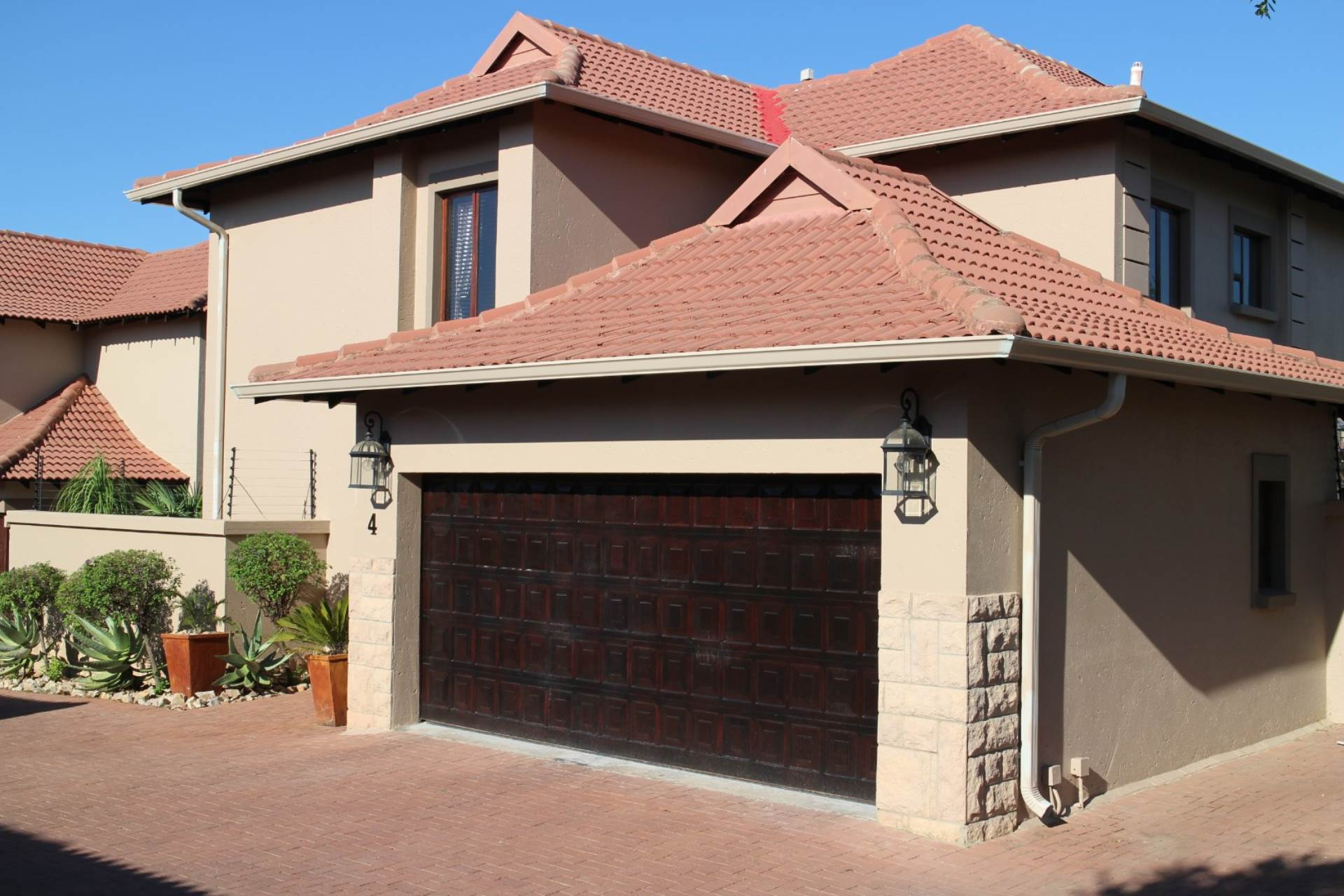 Property and Houses for sale in Six Fountains Residential Estate, House, 3 Bedrooms - ZAR 2,850,000
