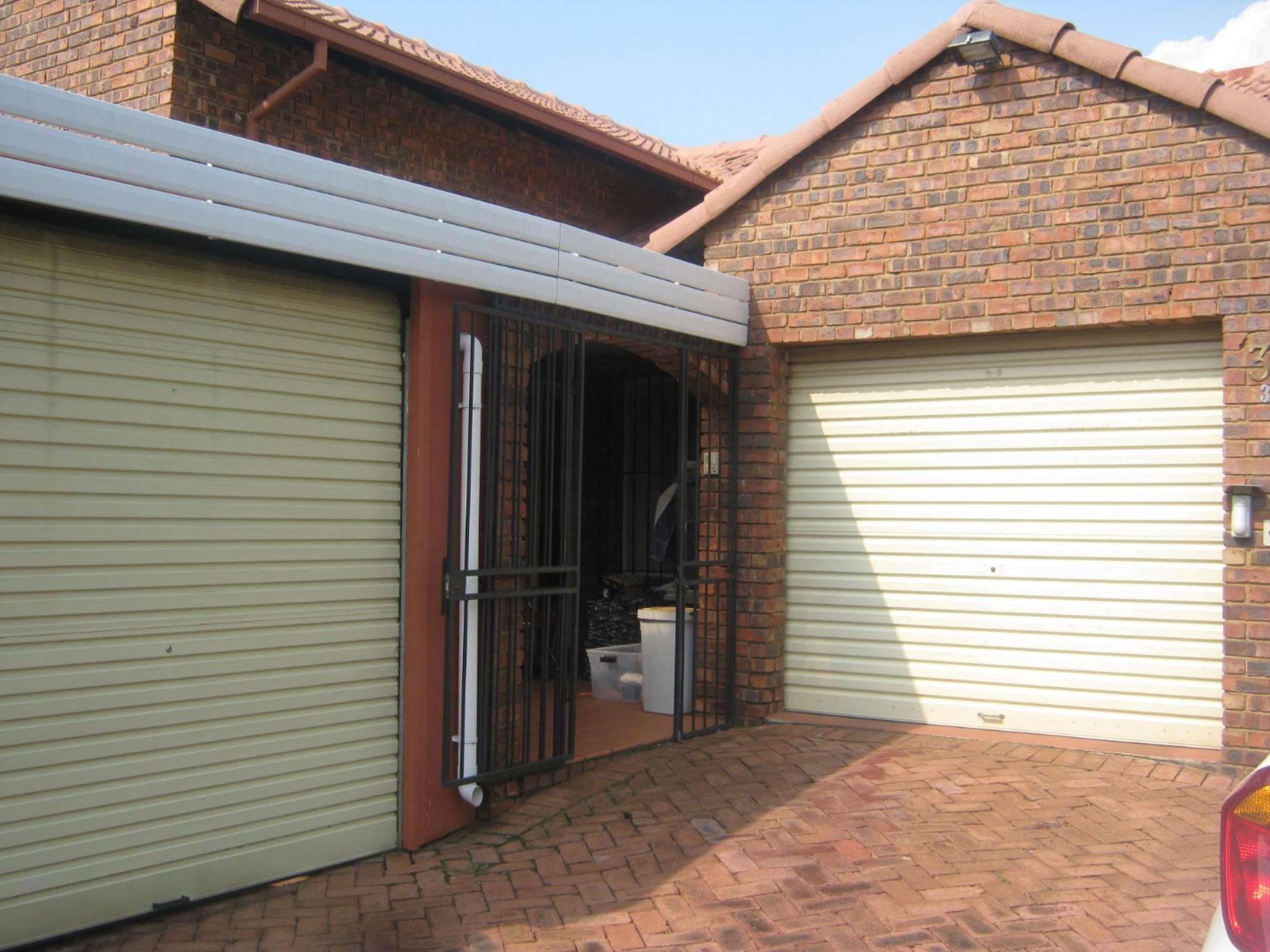 Faerie Glen property for sale. Ref No: 13587462. Picture no 7