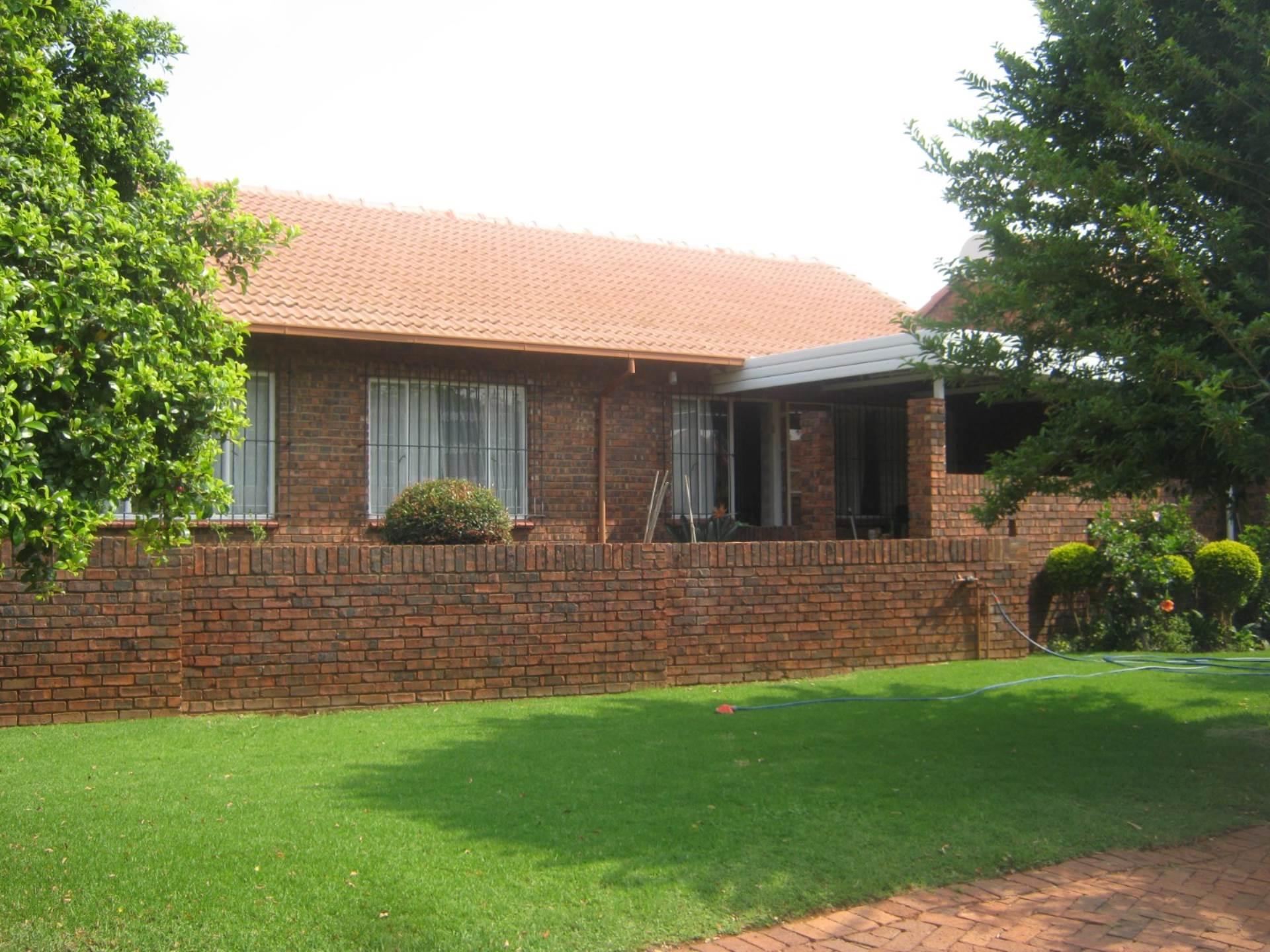 Faerie Glen property for sale. Ref No: 13587462. Picture no 3
