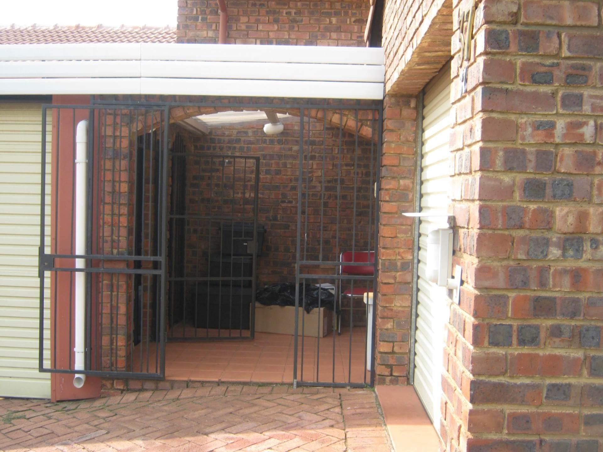 Faerie Glen property for sale. Ref No: 13587462. Picture no 9