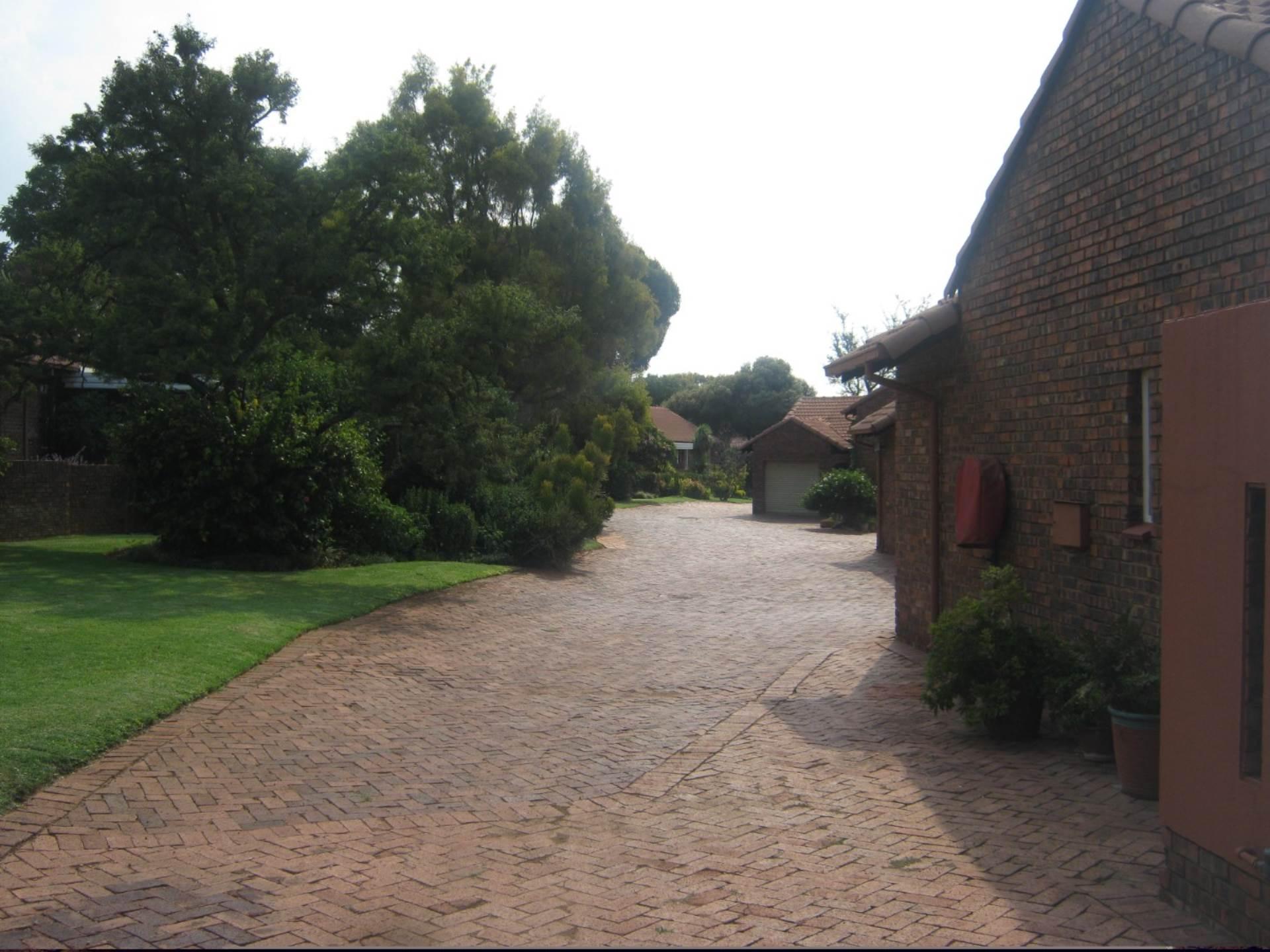 Faerie Glen property for sale. Ref No: 13587462. Picture no 6