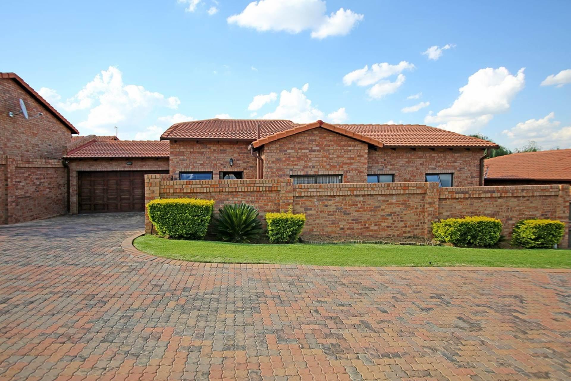 3 BedroomHouse For Sale In Honeydew Manor