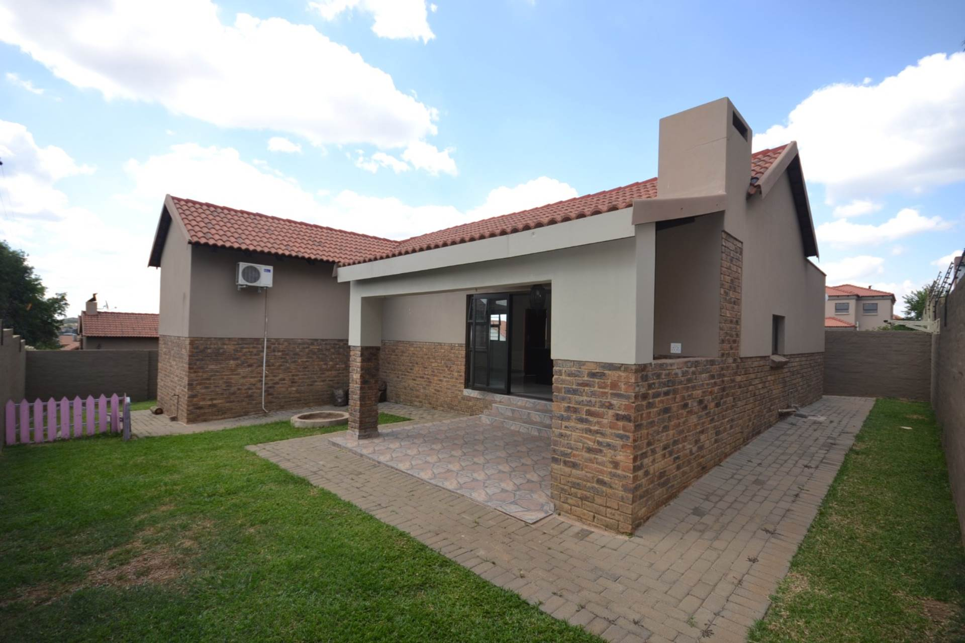 Property and Houses for sale in Olympus - Page 4, House, 2 Bedrooms - ZAR 1,150,000