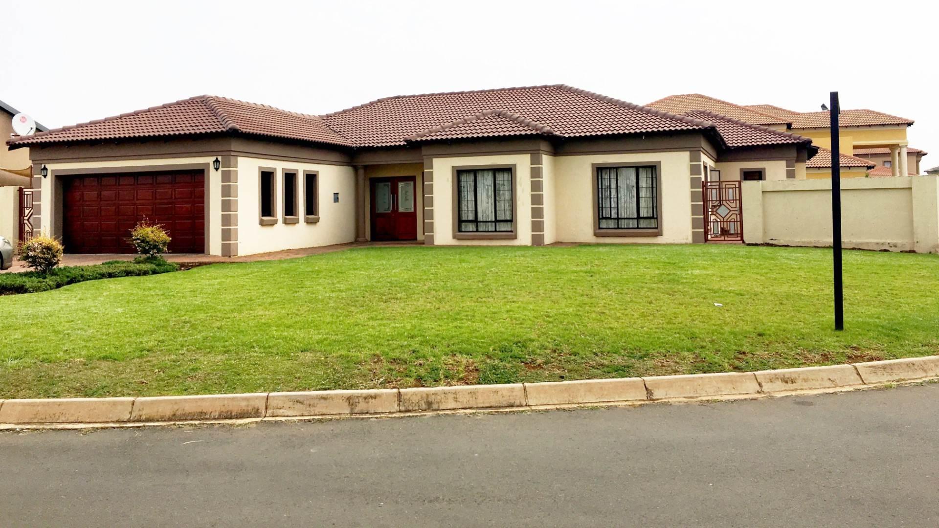 3 BedroomHouse For Sale In Heuwelsig Estate