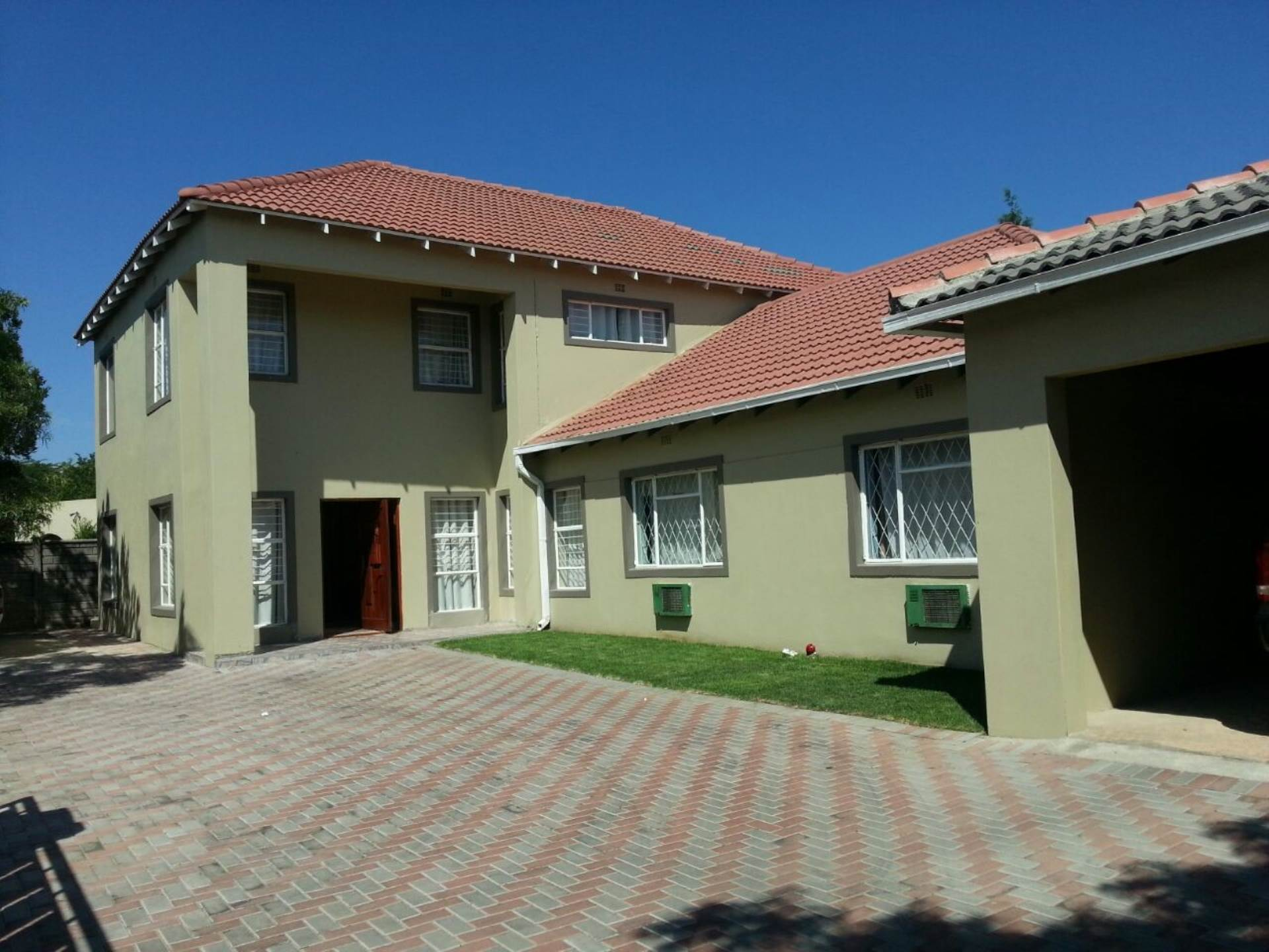 6 BedroomHouse To Rent In Hurlyvale