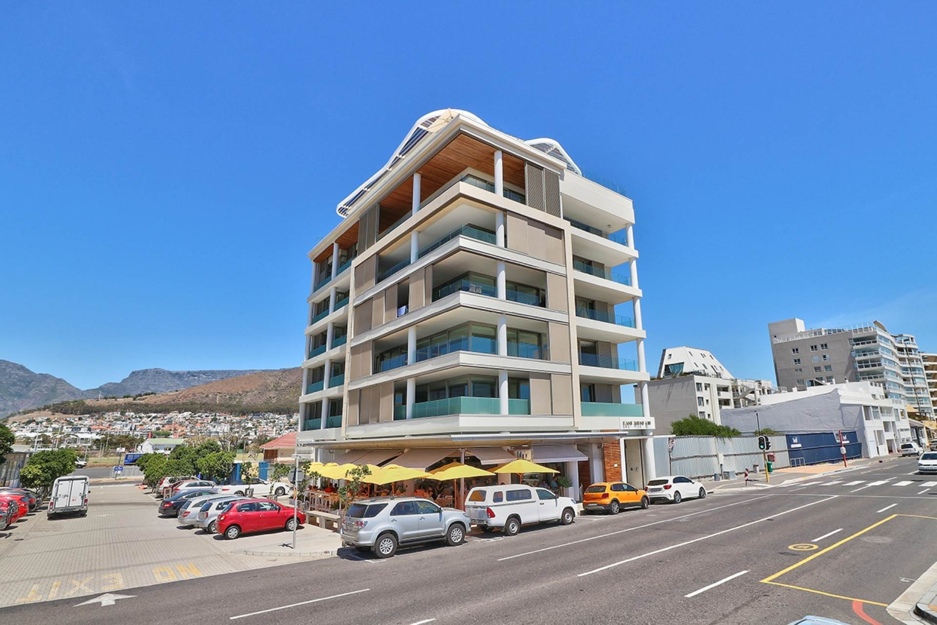 Mouille Point property for sale. Ref No: 13588651. Picture no 42