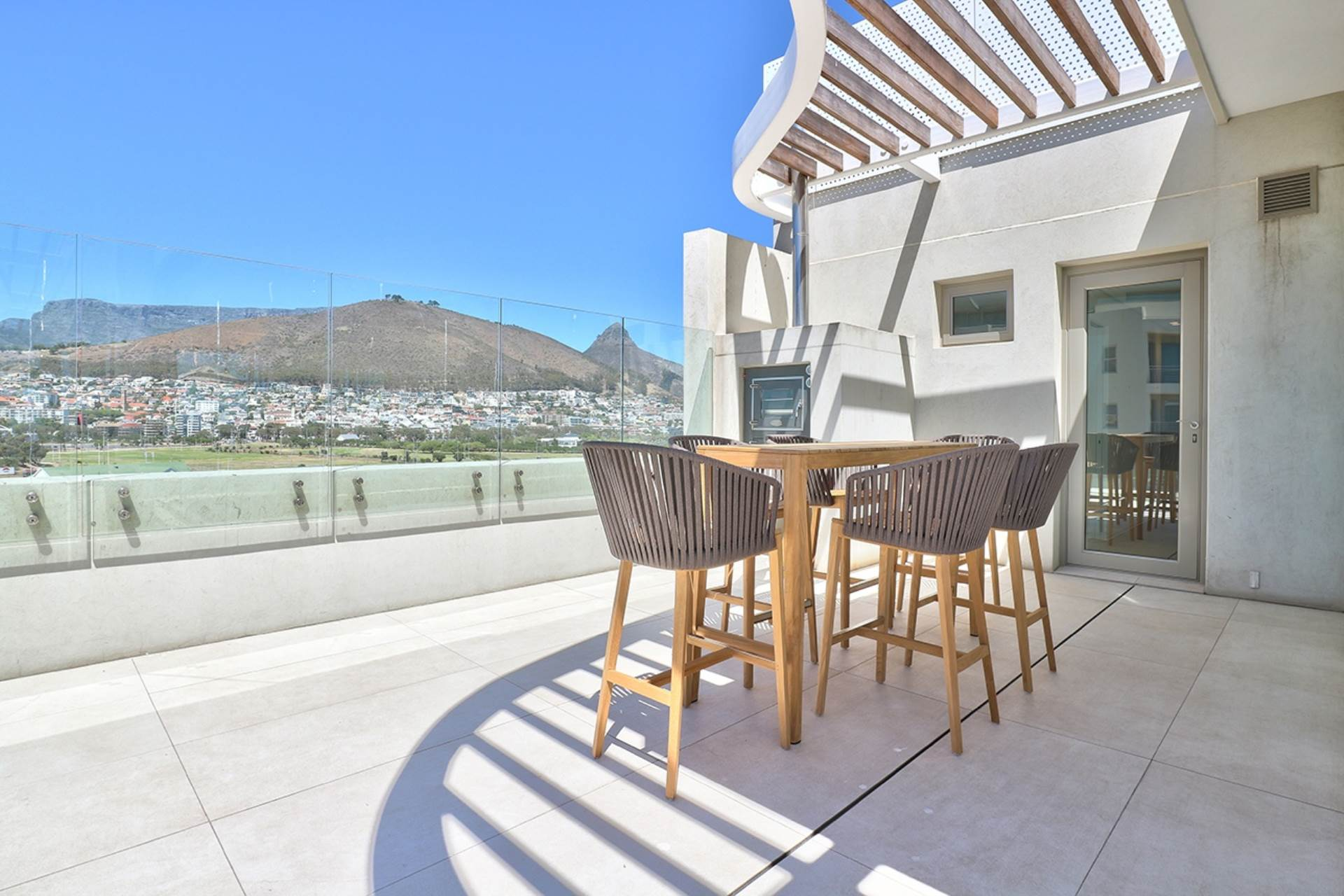 Mouille Point property for sale. Ref No: 13588651. Picture no 18