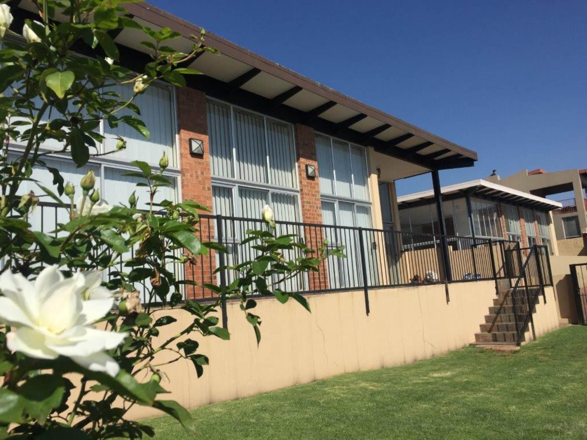 3 BedroomTownhouse To Rent In Bankenveld