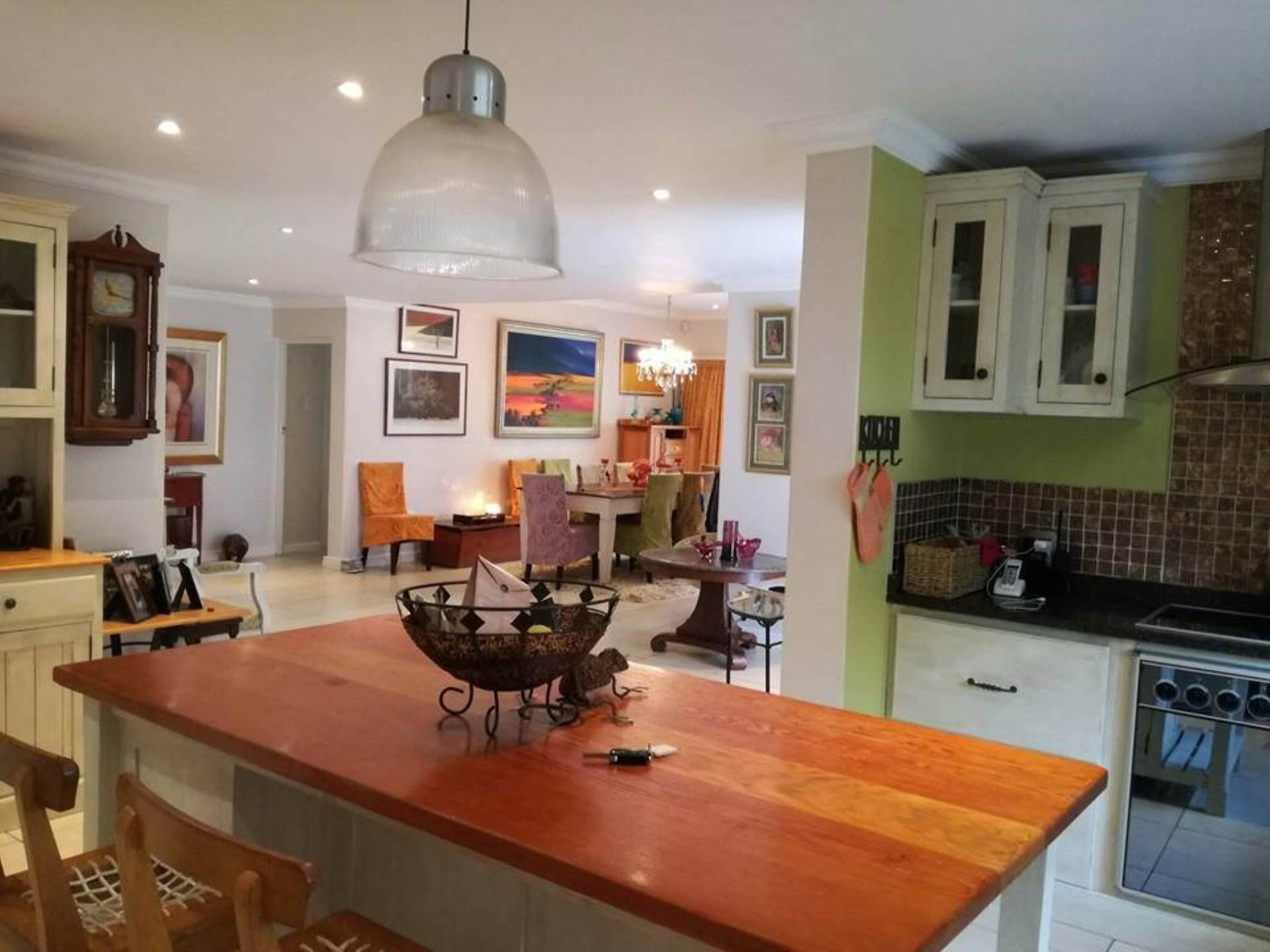 3 BedroomHouse To Rent In Clovelly