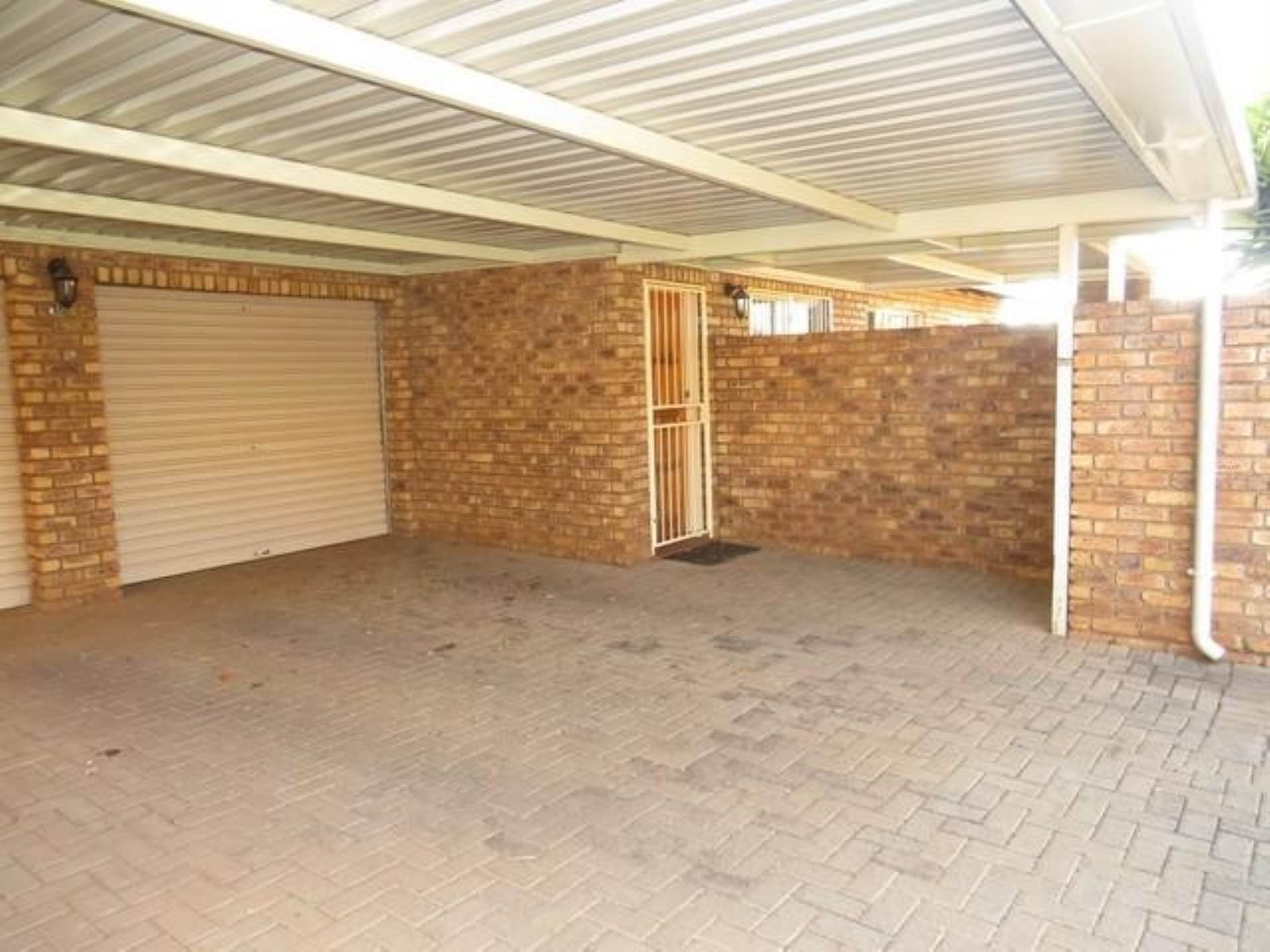 Highveld property for sale. Ref No: 13589374. Picture no 12