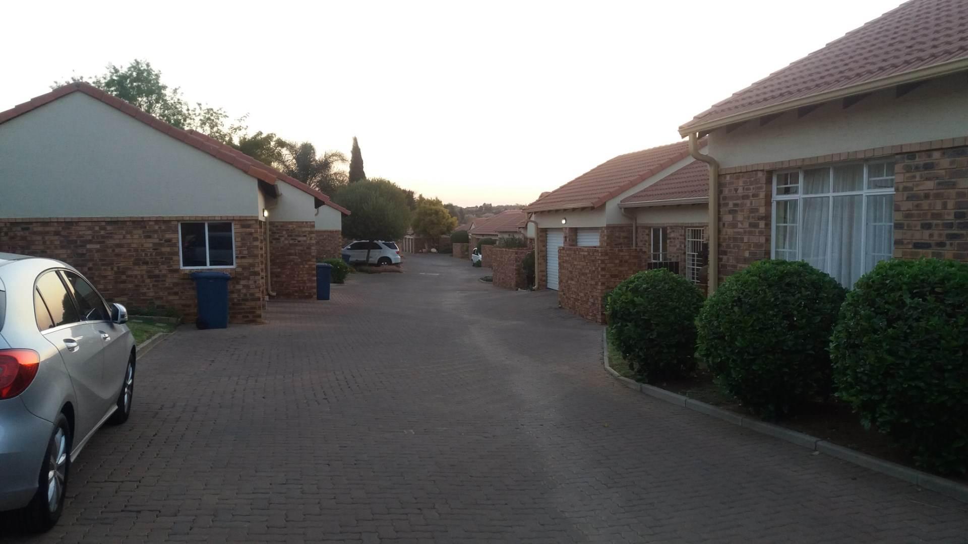 Moreleta Park property for sale. Ref No: 13589720. Picture no 13