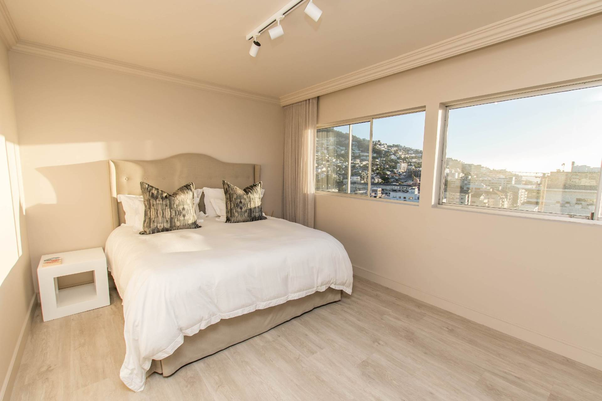 Sea Point property for sale. Ref No: 13590478. Picture no 12
