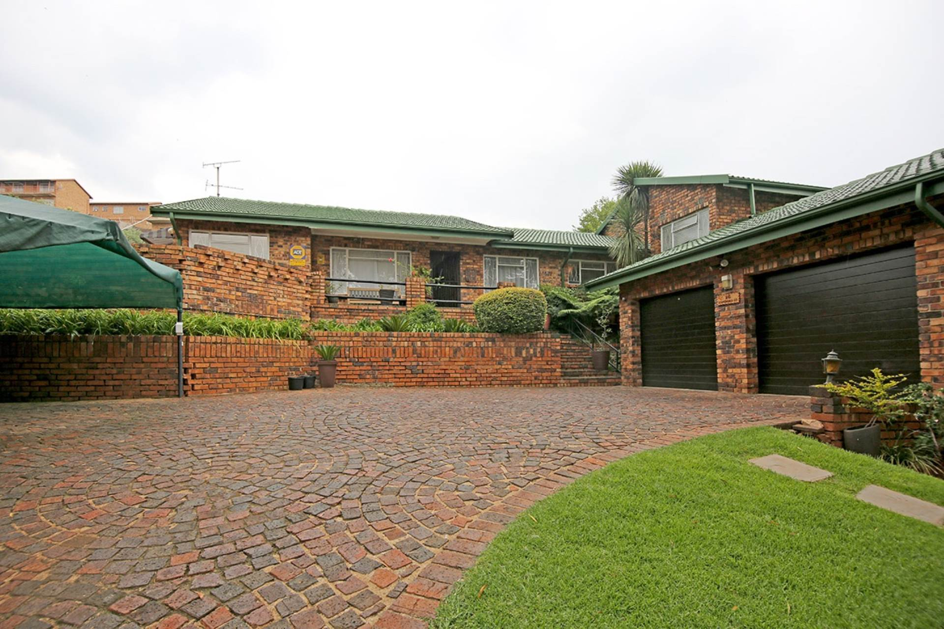 4 BedroomHouse For Sale In Kenmare Ext 4