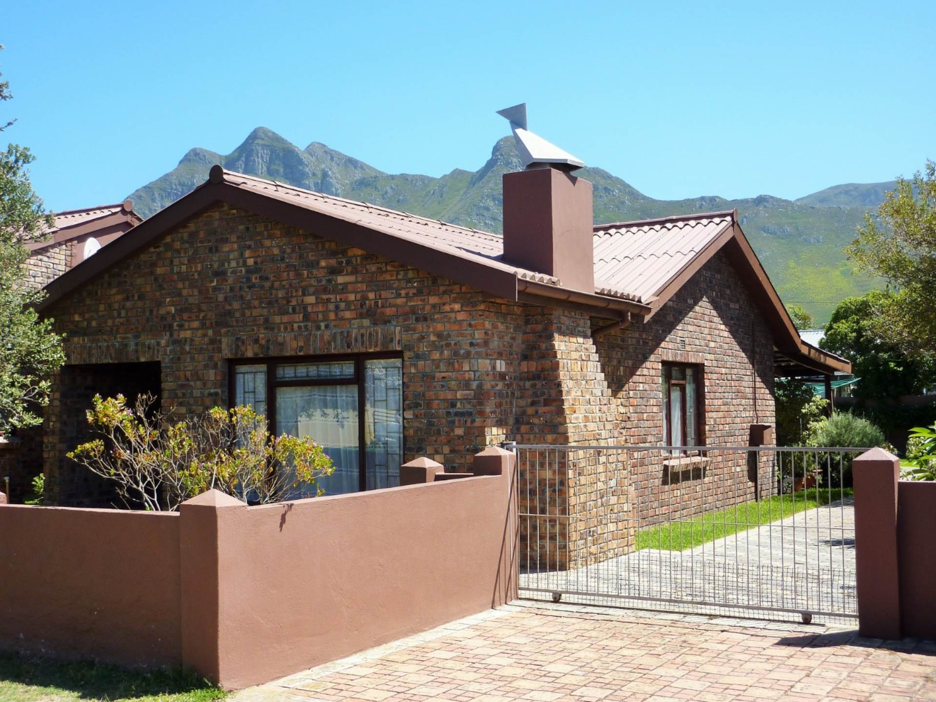 2 BedroomHouse For Sale In Kleinmond Central
