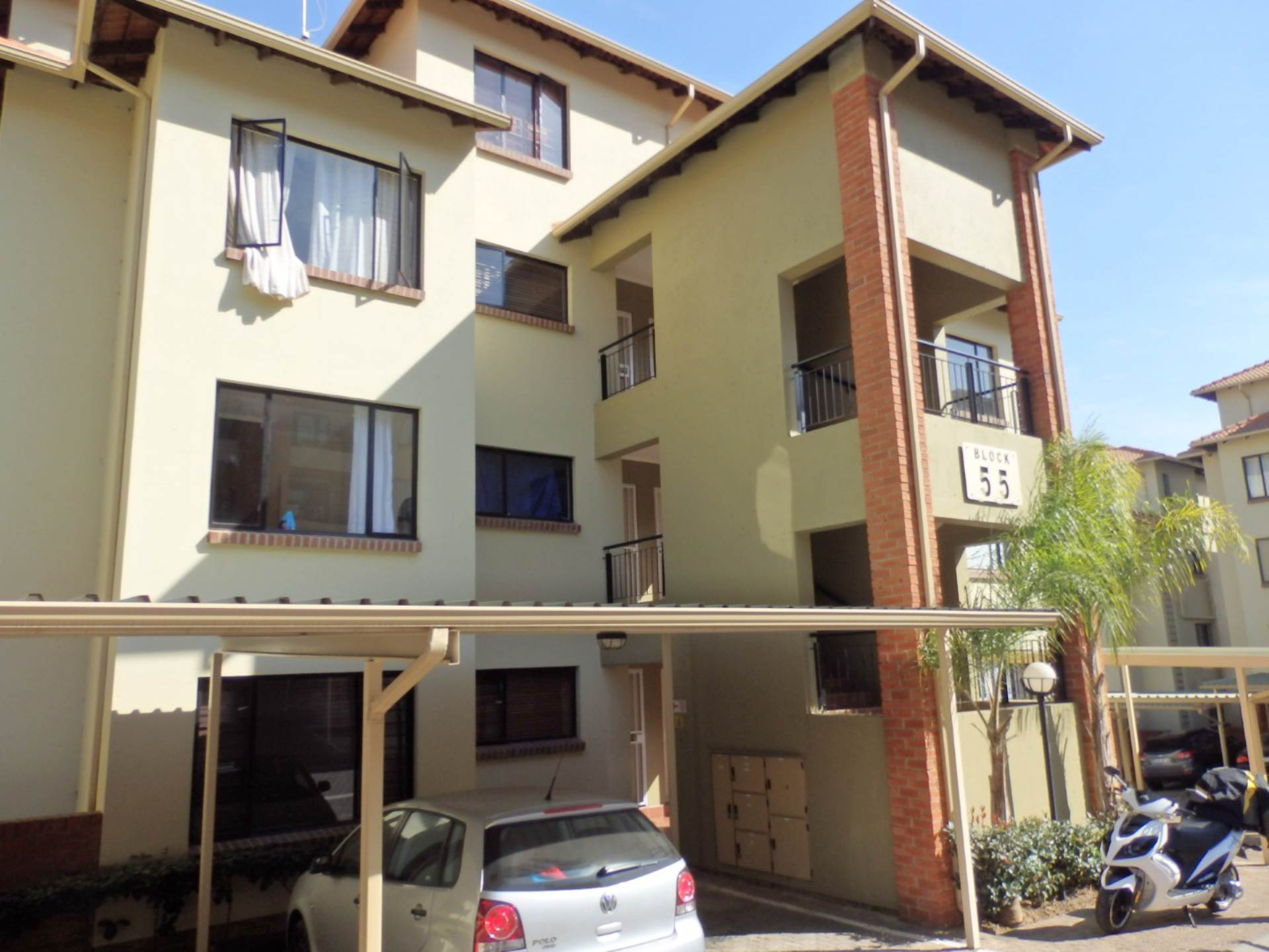 2 BedroomTownhouse For Sale In Sunninghill