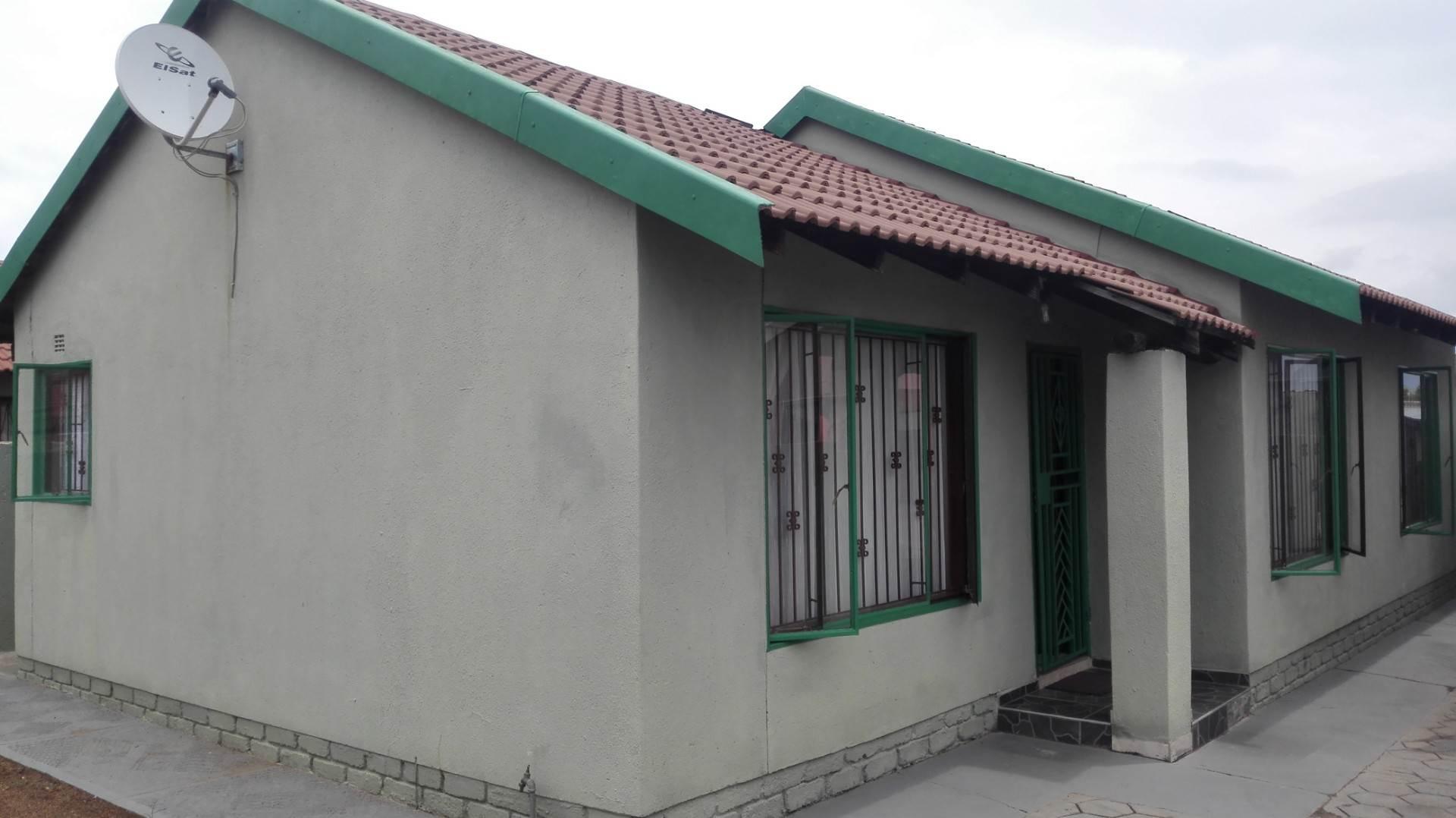 Mabopane property for sale 18 mabopane pretoria for Mokoena kitchen units mabopane