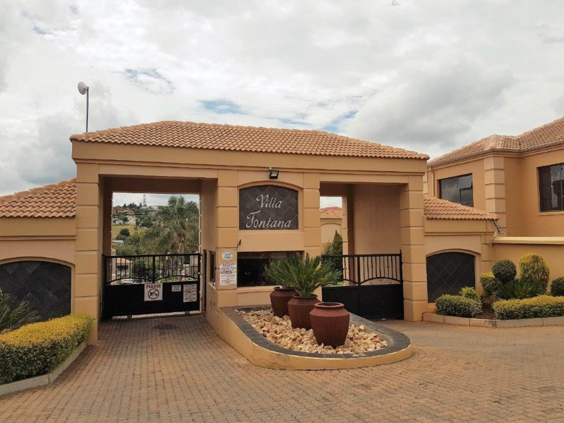 3 BedroomTownhouse For Sale In Noordheuwel