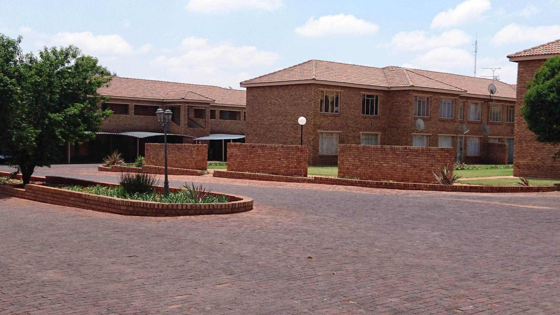 2 BedroomApartment For Sale In Krugersrus & Ext