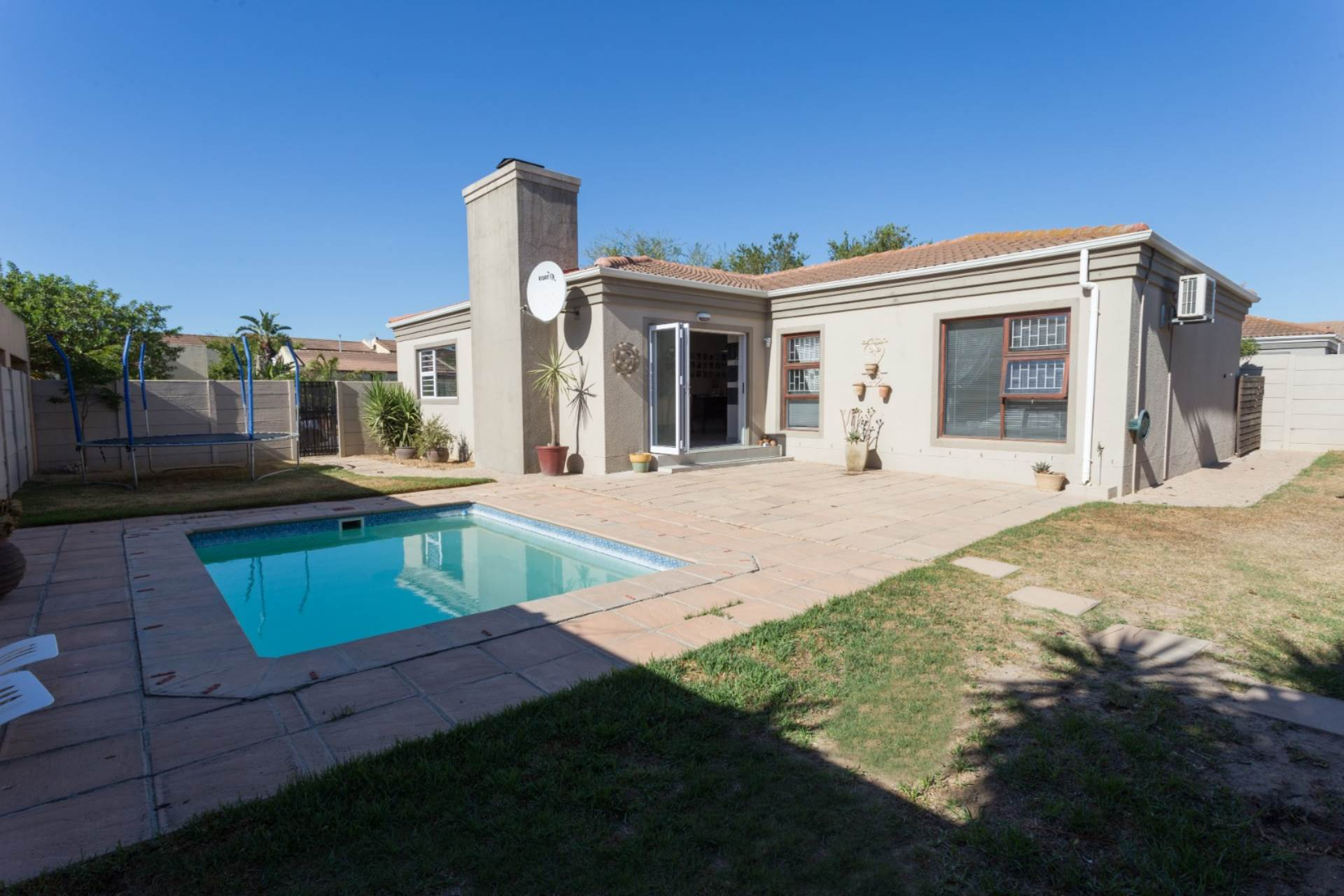 3 BedroomHouse Pending Sale In Uitzicht