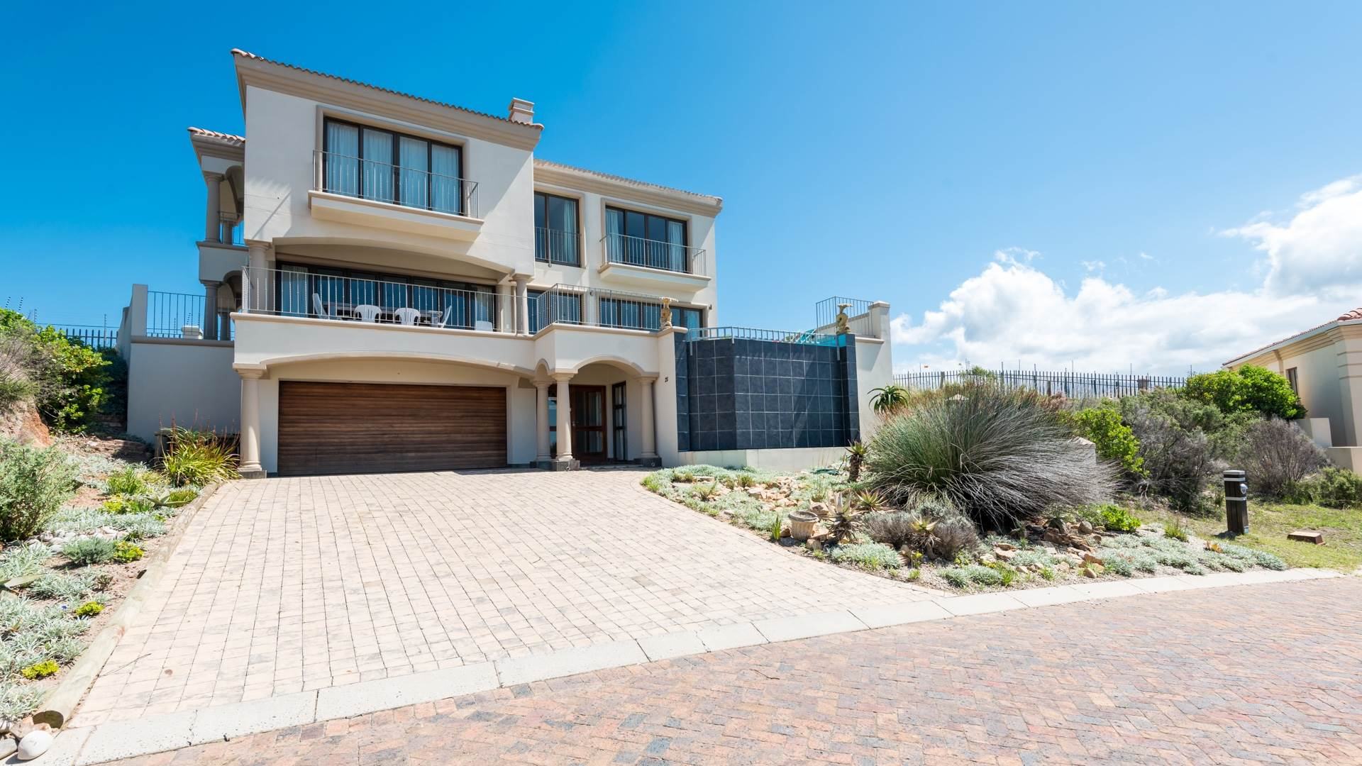 4 BedroomHouse For Sale In Whale Rock