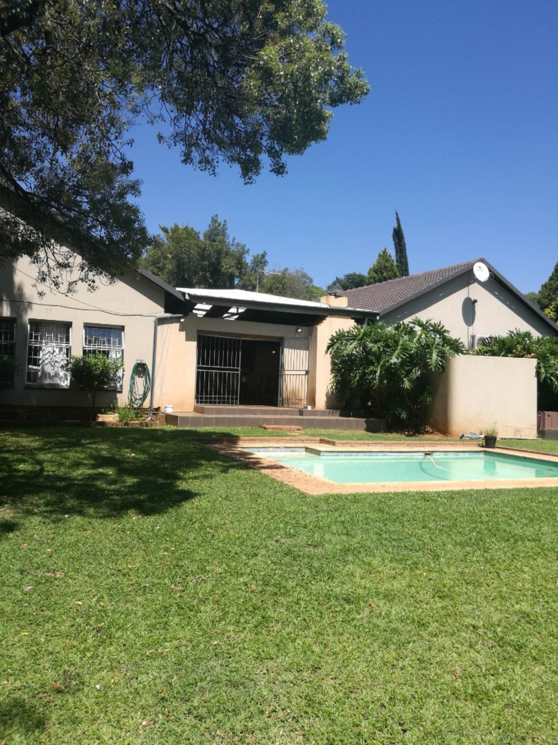 Property and Houses for sale in Monument Park, House, 4 Bedrooms - ZAR 1,690,000