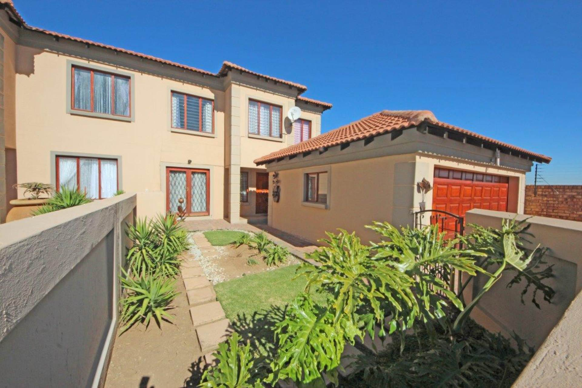 3 BedroomTownhouse To Rent In Sonneveld