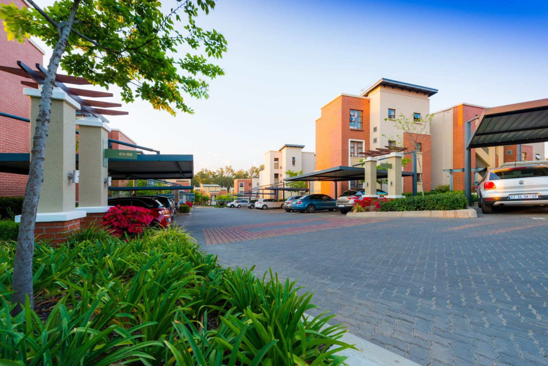2 BedroomTownhouse For Sale In Douglasdale