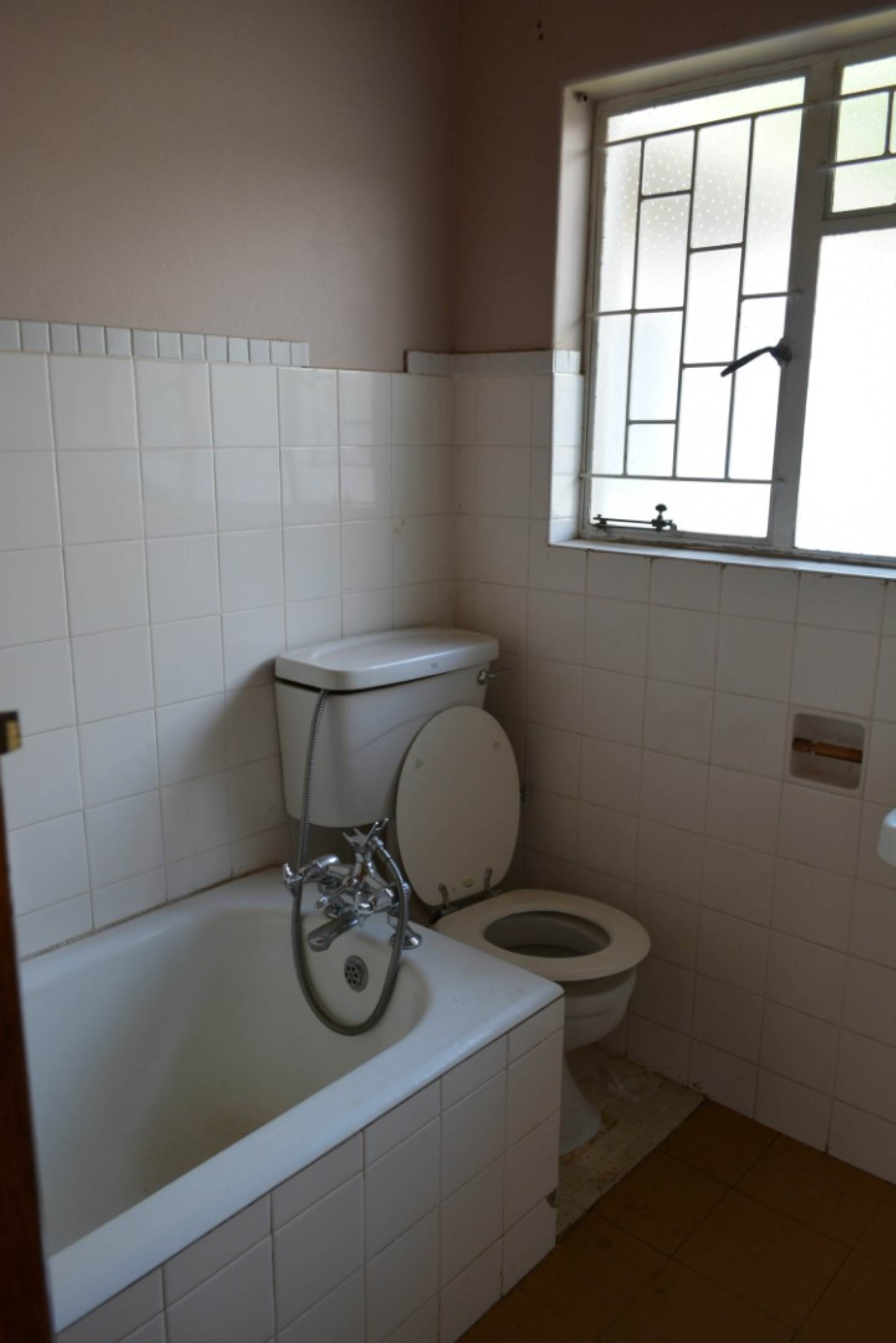 Menlo Park property to rent. Ref No: 13596842. Picture no 9
