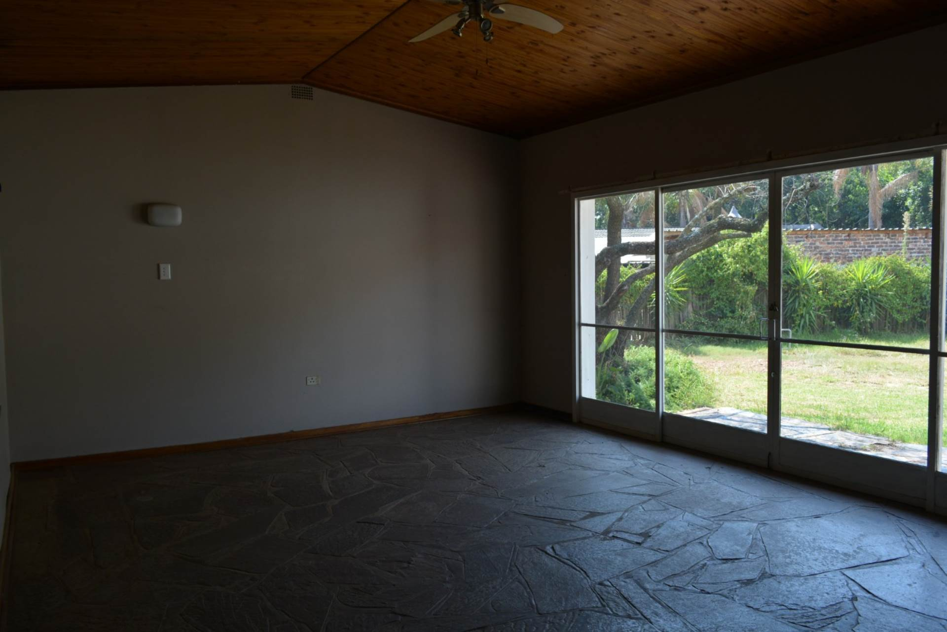 Menlo Park property to rent. Ref No: 13596842. Picture no 4