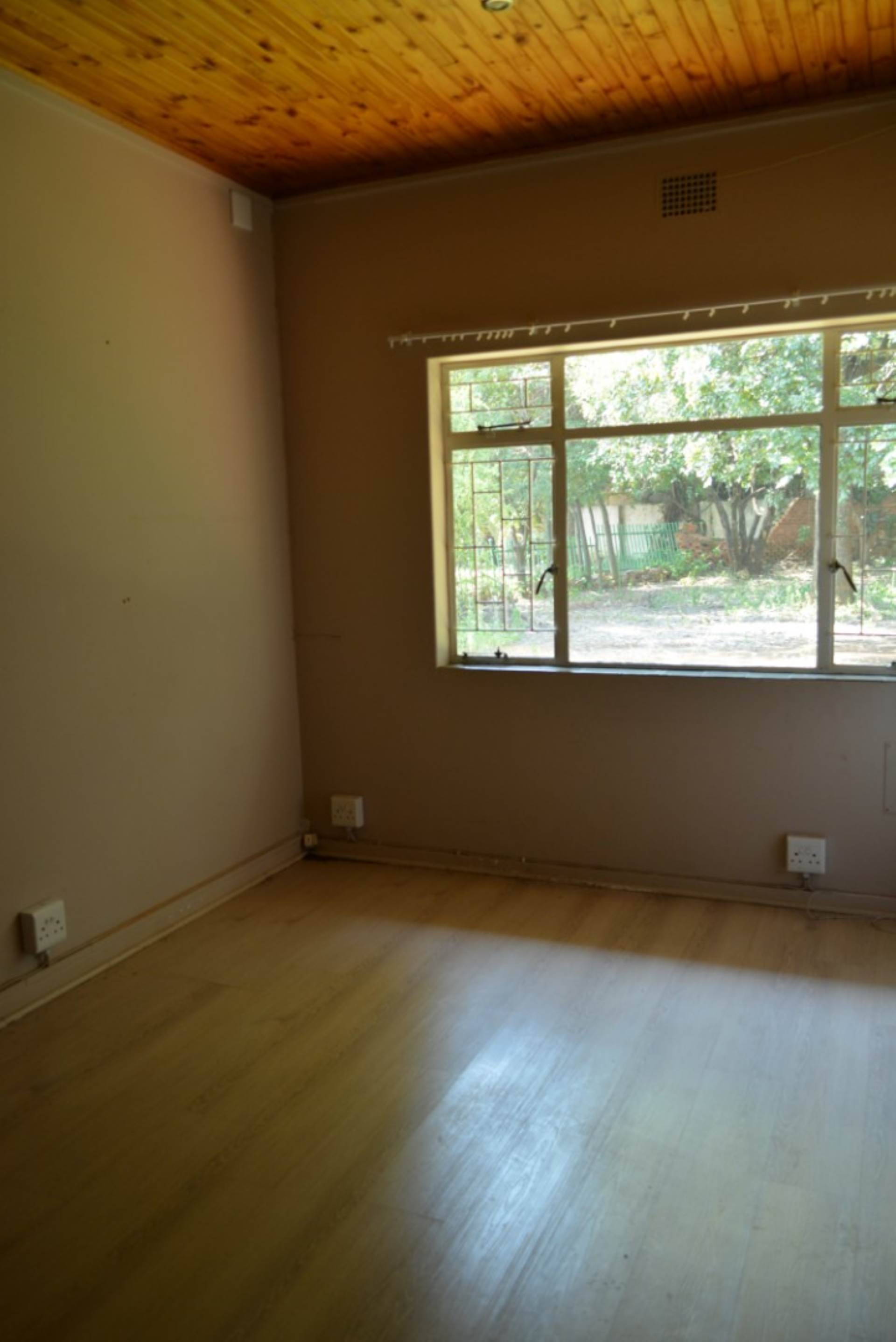 Menlo Park property to rent. Ref No: 13596842. Picture no 12